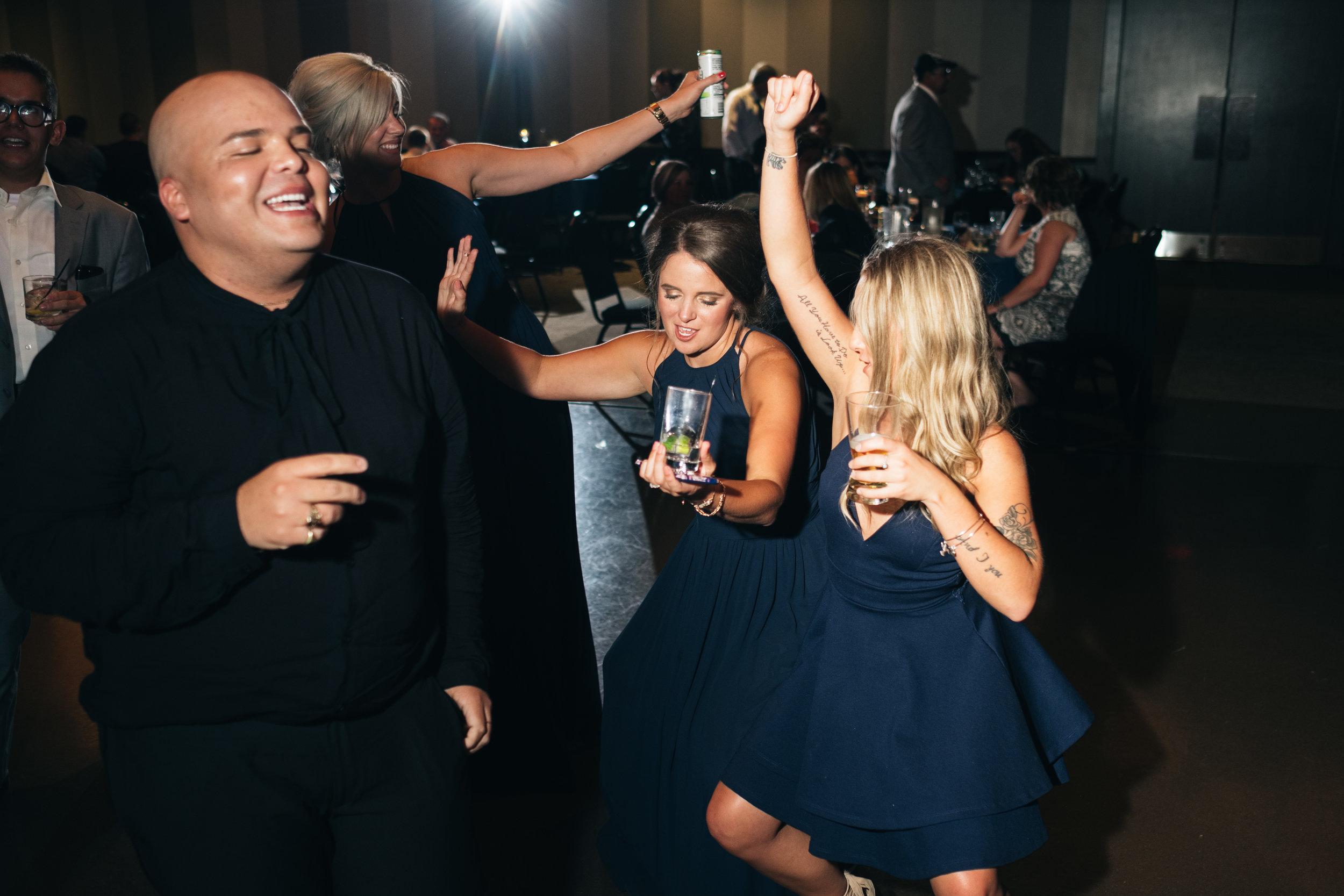 wedding_reception_in_toledo_ohio_with_wedding_photographers
