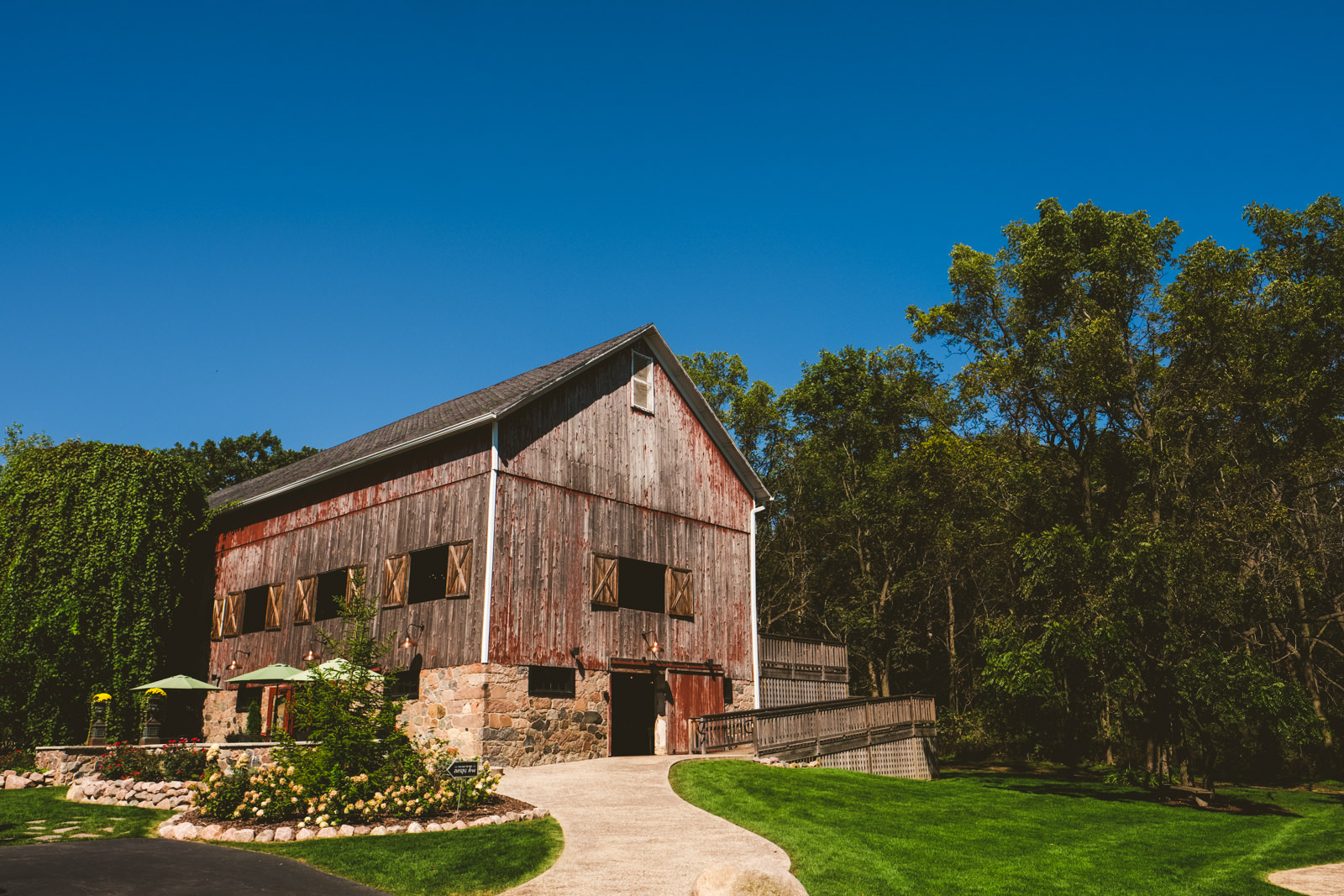 Wedding Destination with Toledo Ohio Wedding Photographers at the Farm on Dover