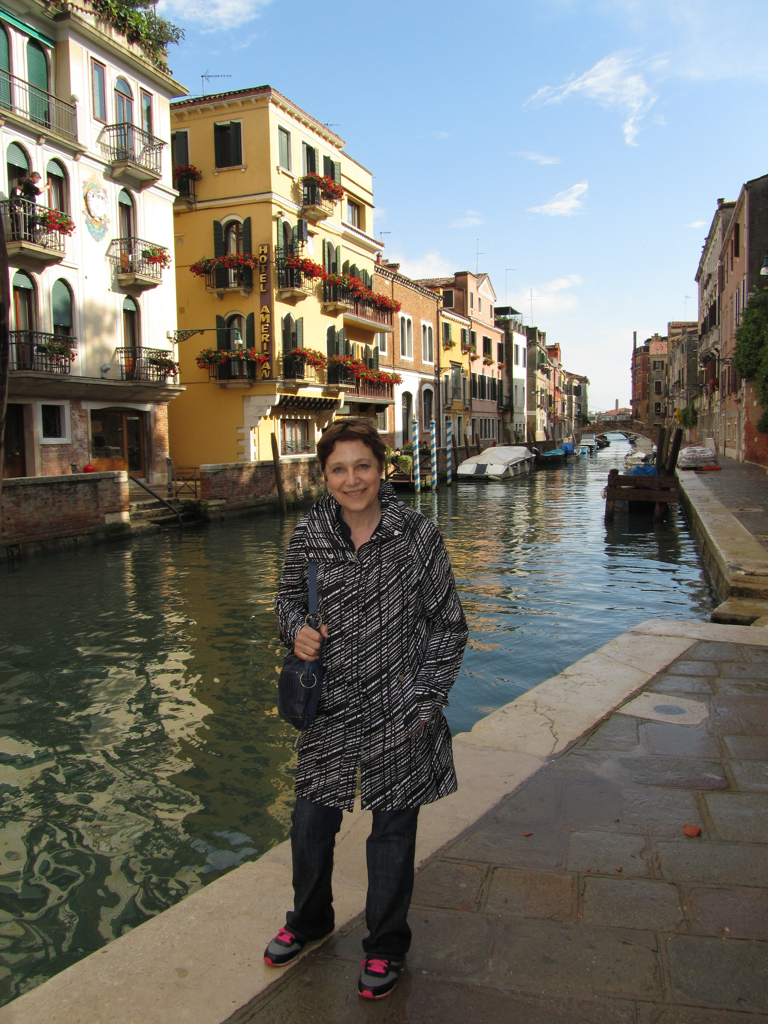 IMG_0870-Canal in northern Venice.JPG