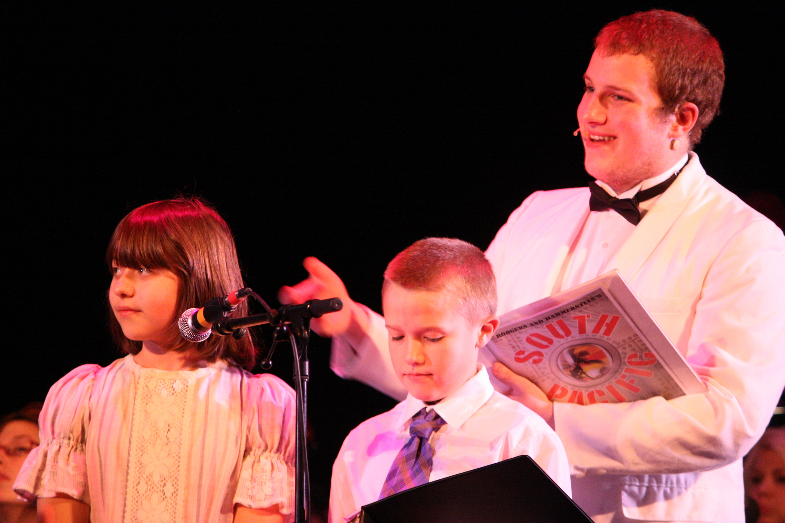 2010 South Pacific in concert 165.jpg