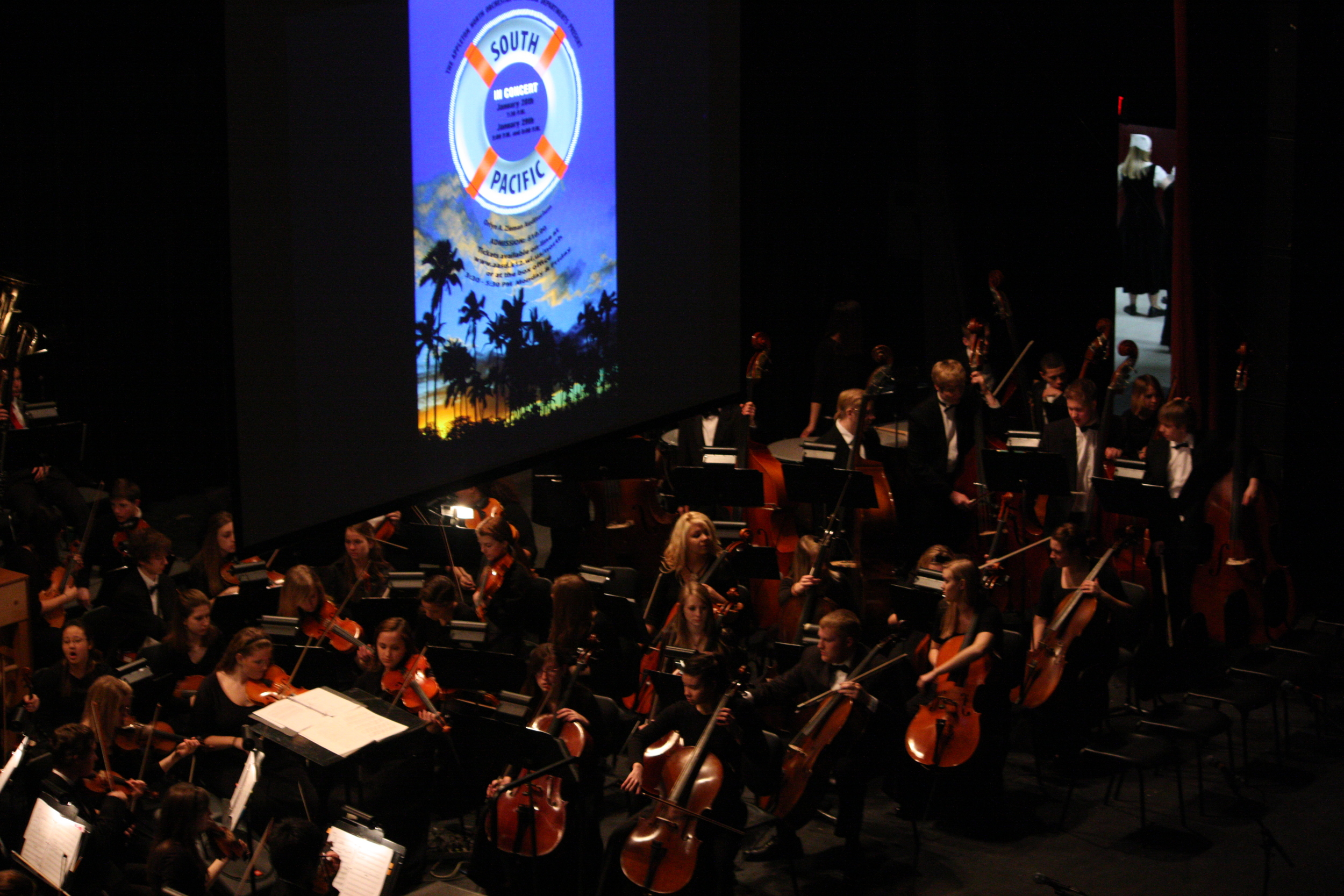 2010 South Pacific in concert 193.jpg