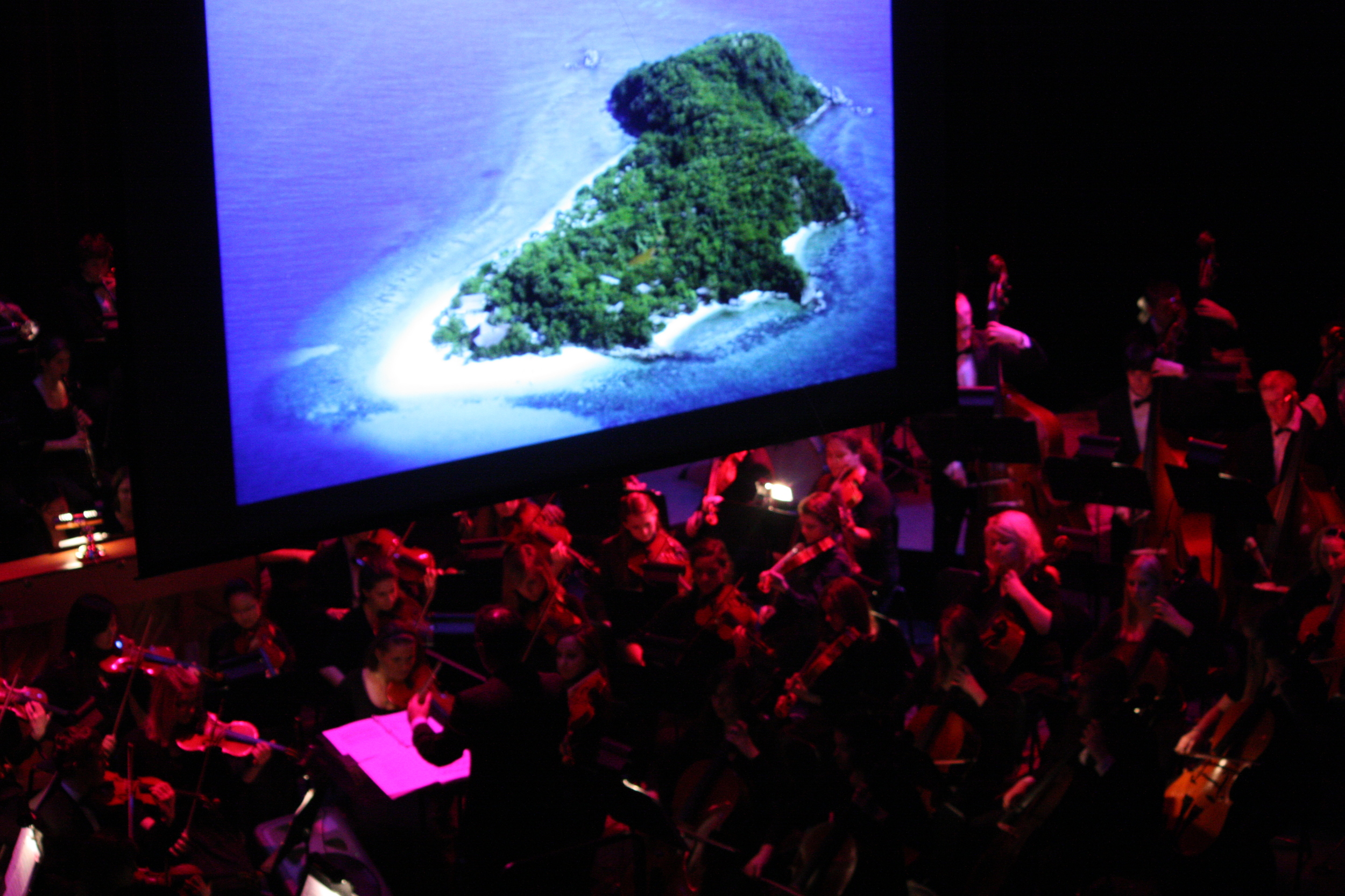 2010 South Pacific in concert 196.jpg