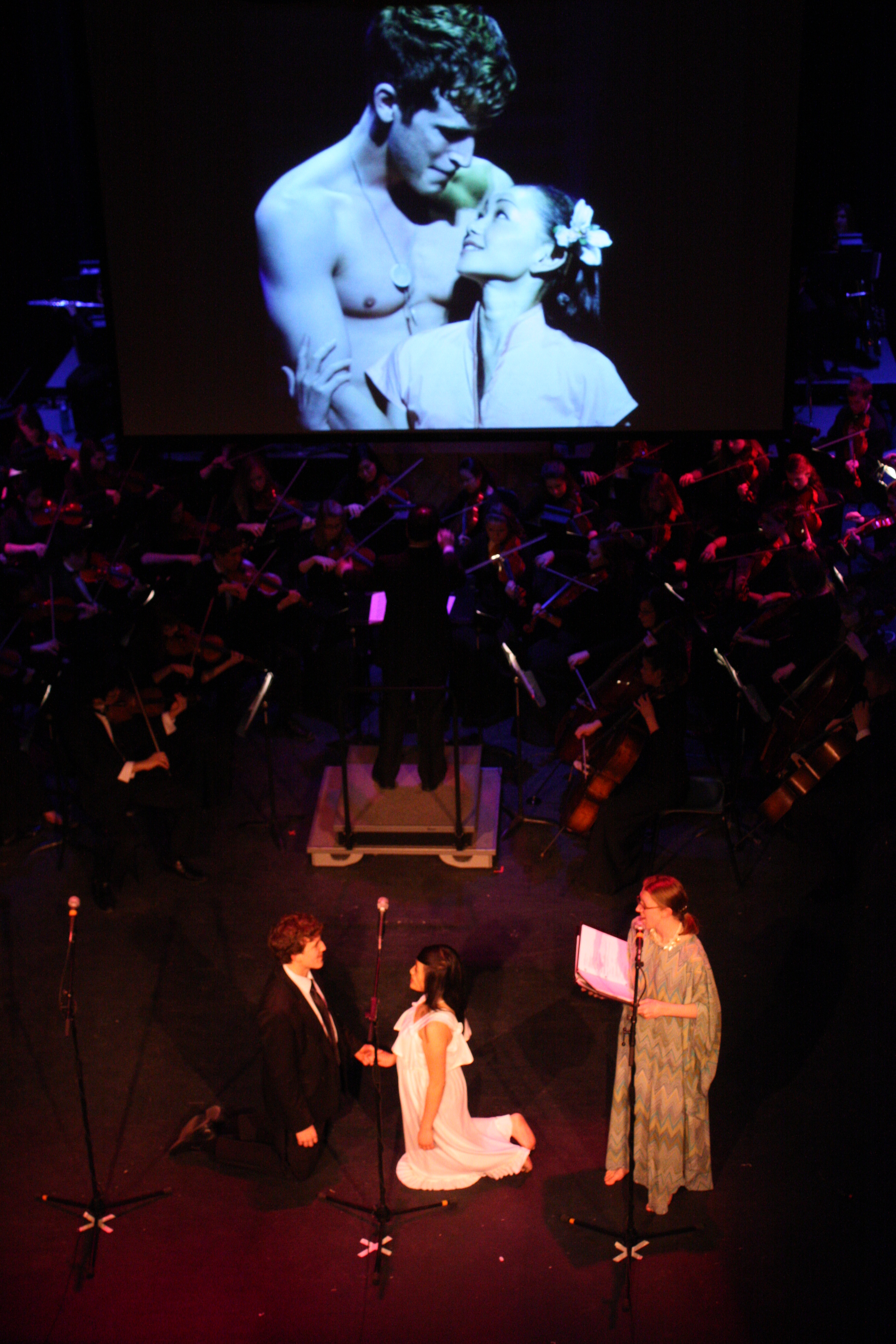 2010 South Pacific in concert 255.jpg