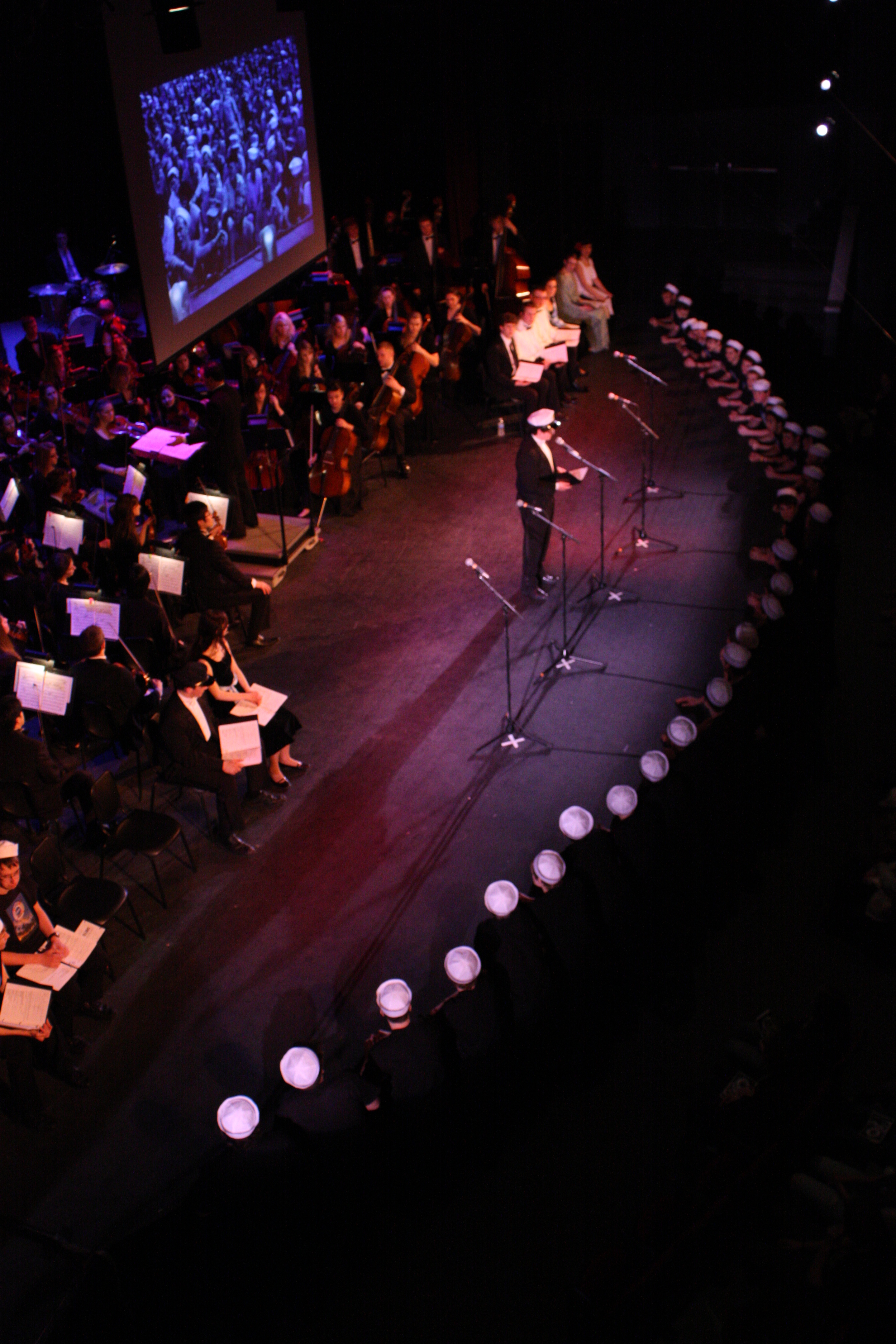 2010 South Pacific in concert 258.jpg