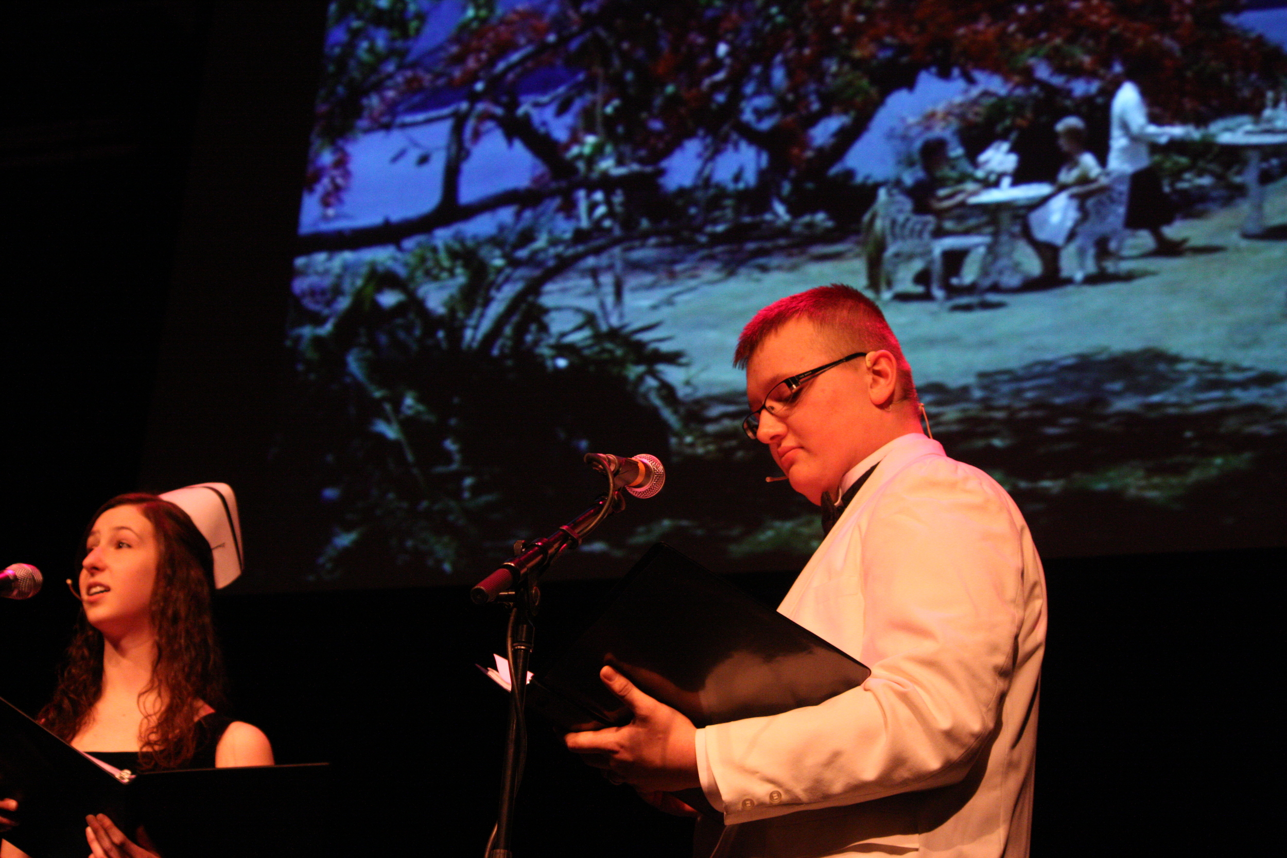 2010 South Pacific in concert 287.jpg