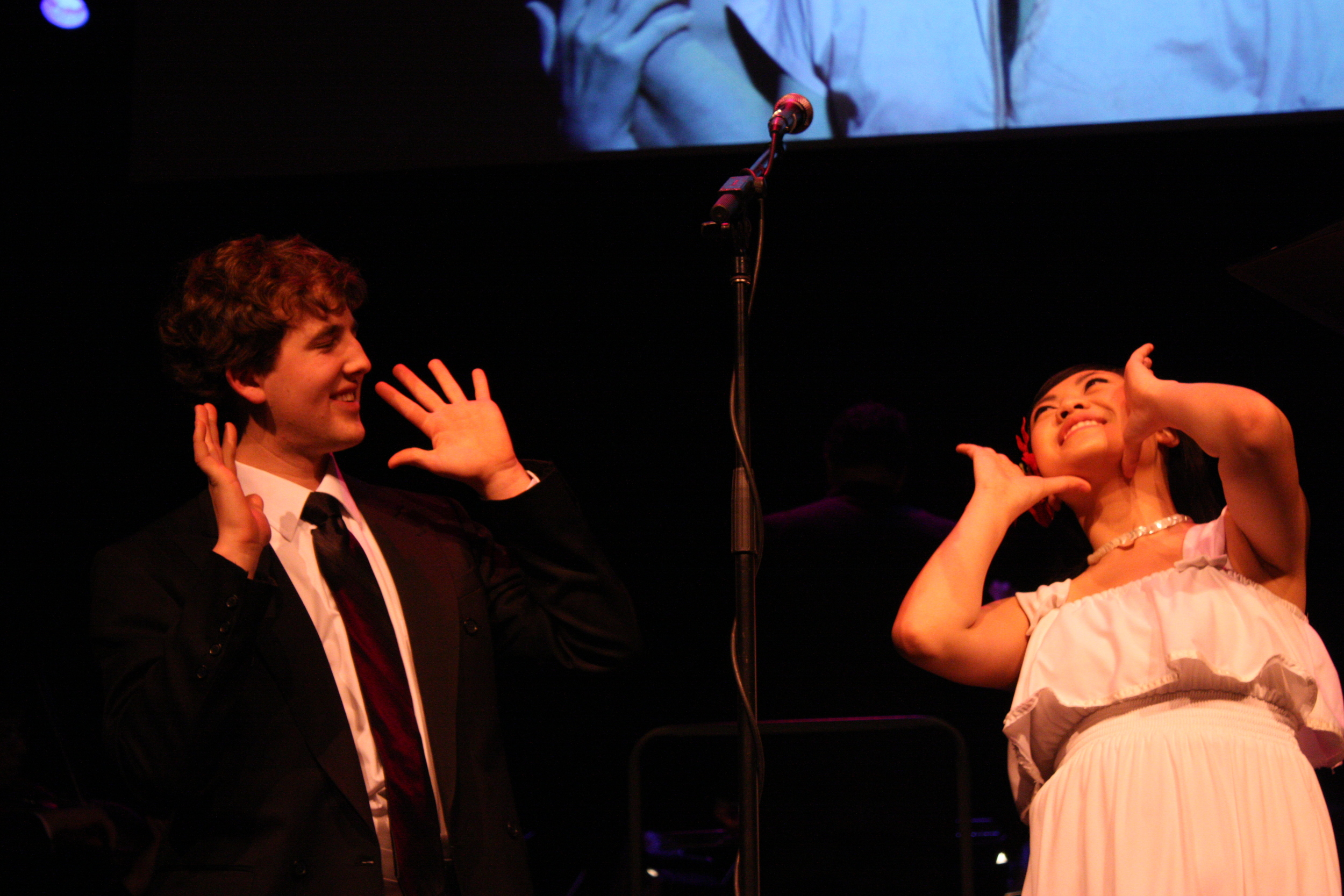 2010 South Pacific in concert 371.jpg