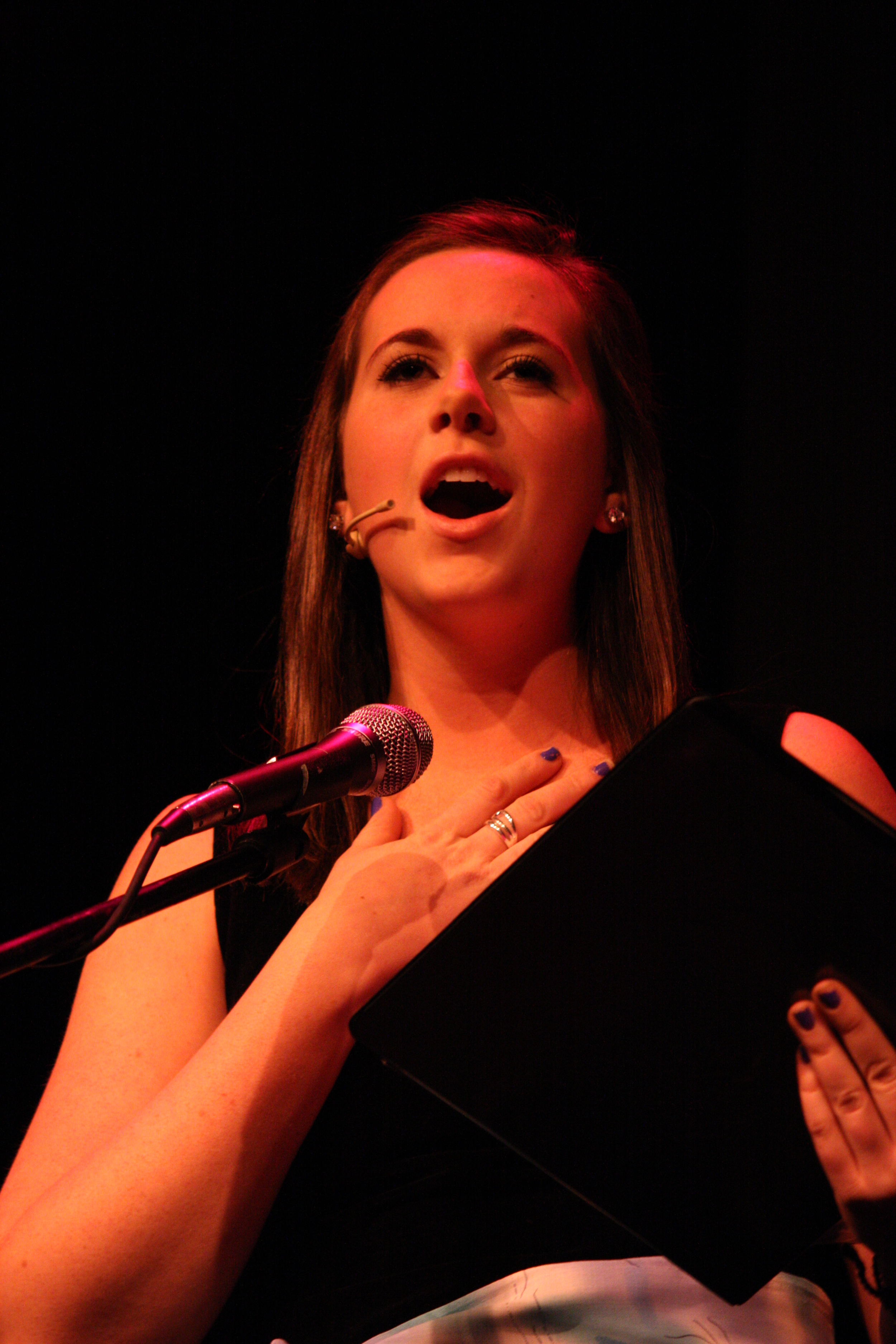 2010 South Pacific in concert 335.jpg