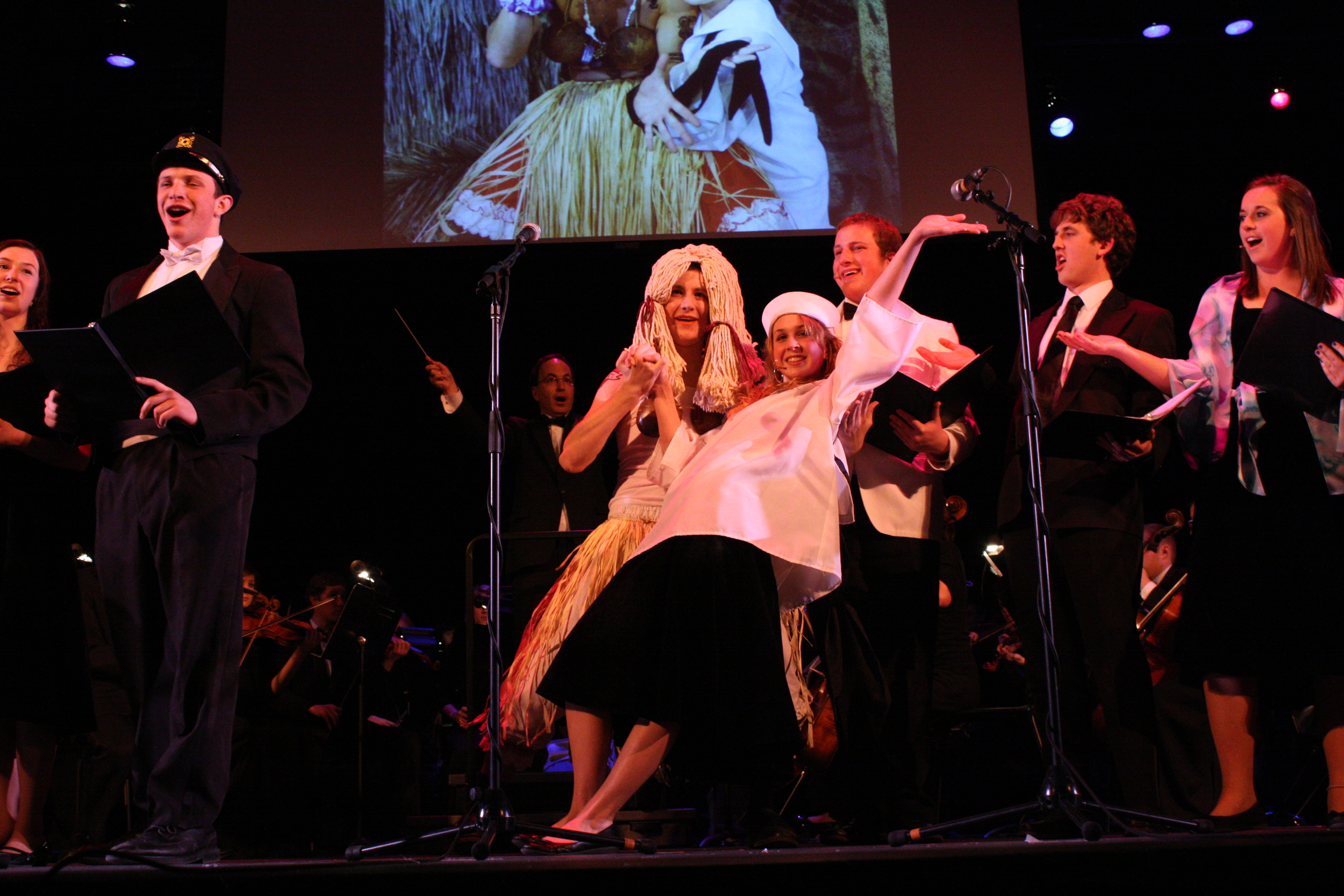 2010 South Pacific in concert 382.jpg