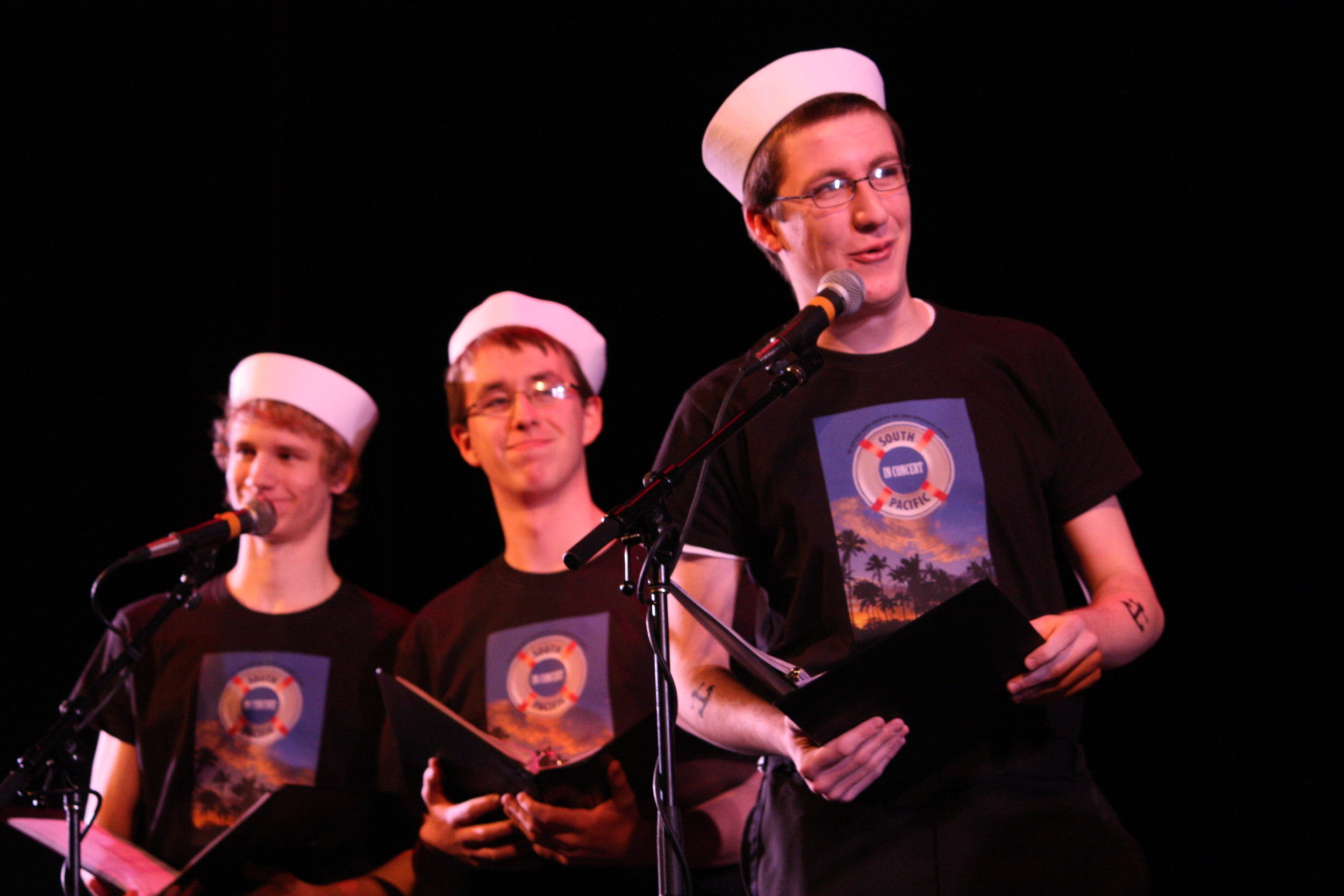 2010 South Pacific in concert 303.jpg