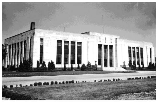 City hall was built in 1938-1939 on Lottie Street with a new bigger jail.