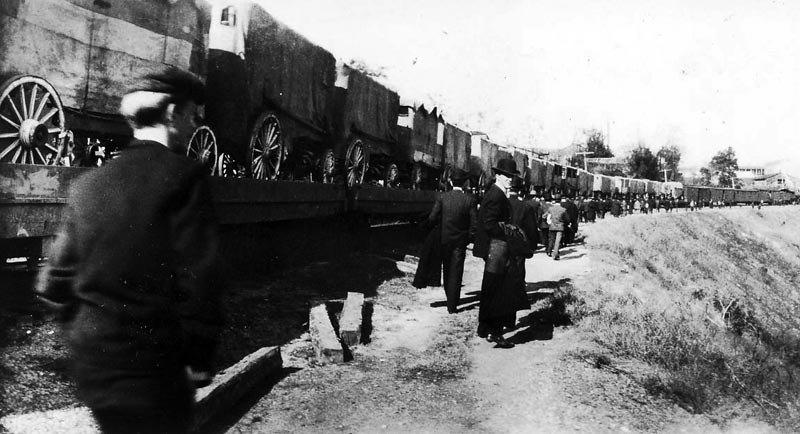forepaugh-circus-train-1900.jpg