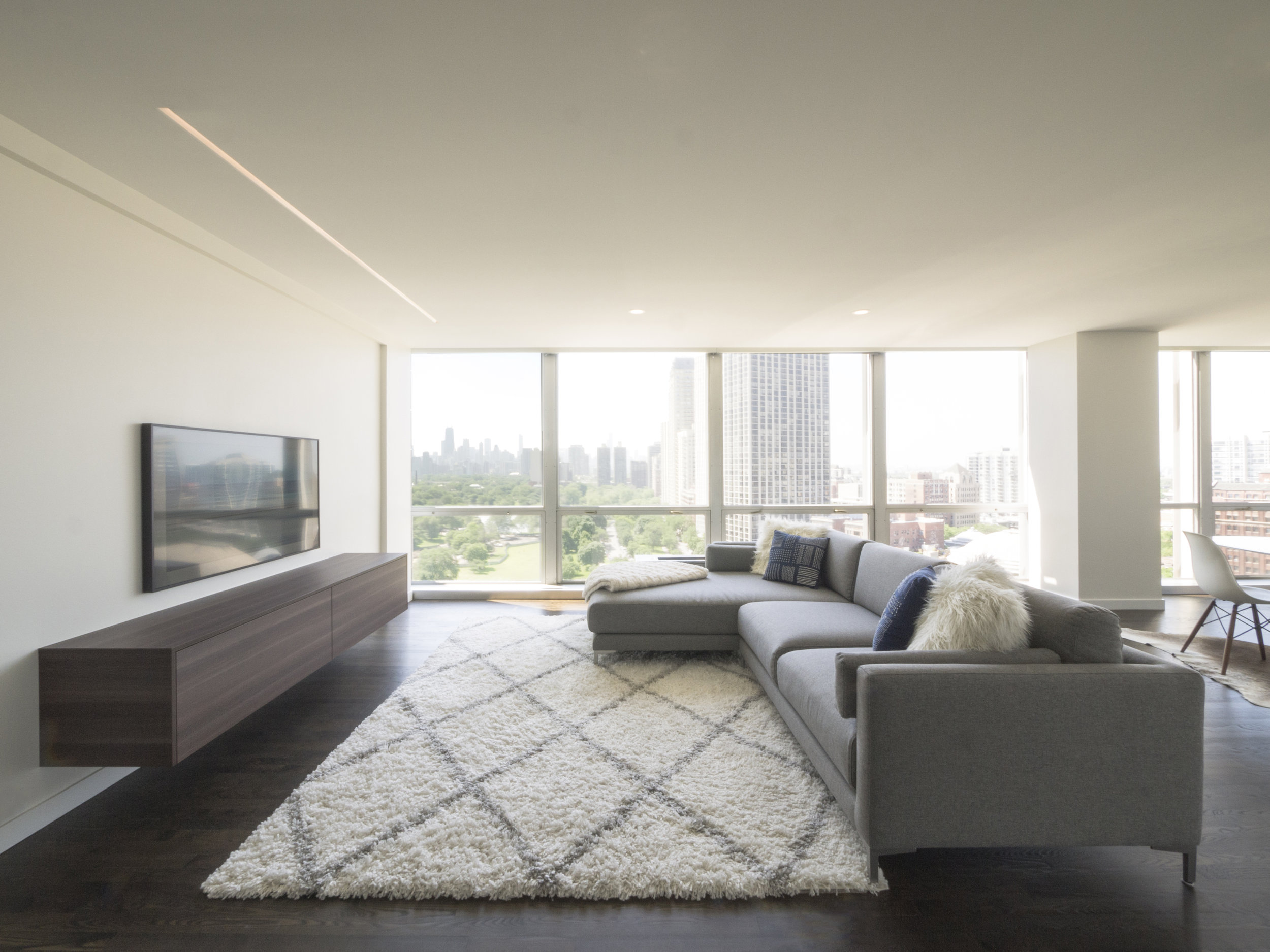 Parkway Apartment - Living Room