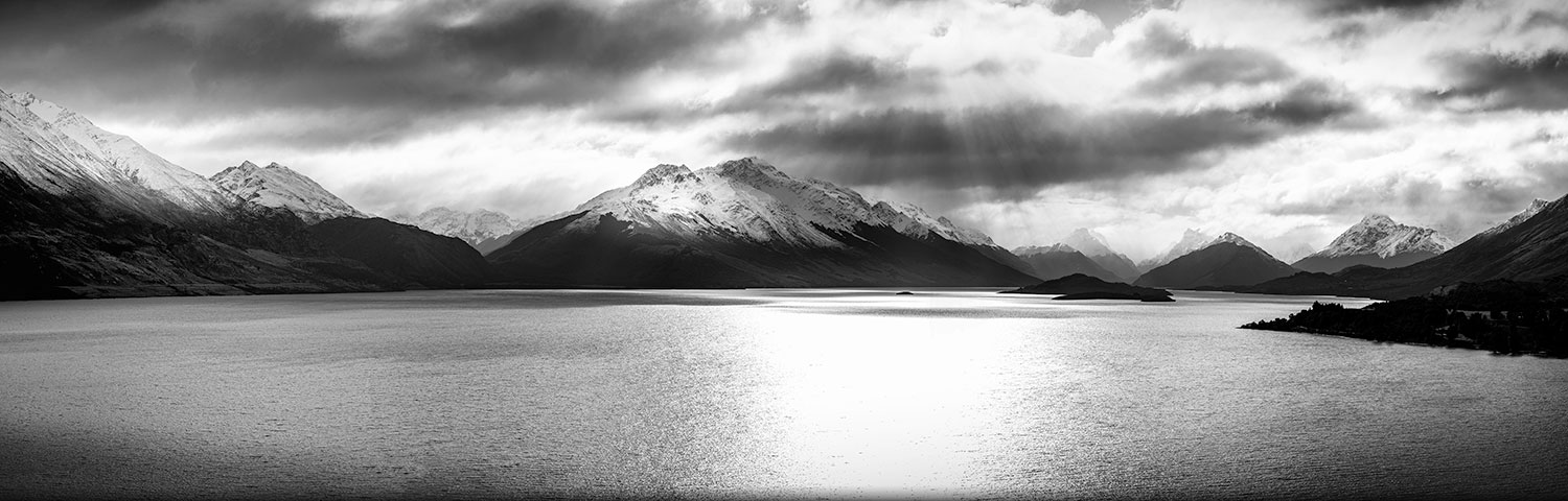 COR-11  Wakatipu, head of the lake (b/w)