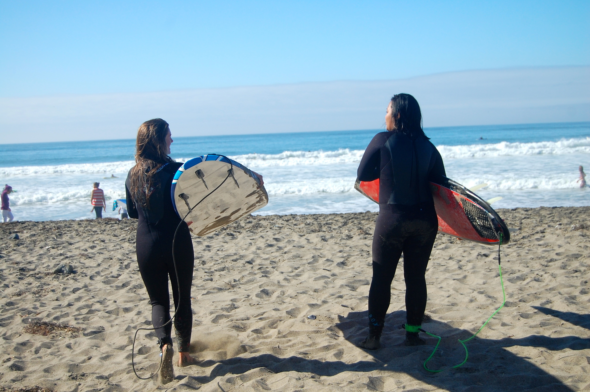 Brie & Ahline become surf buddies!