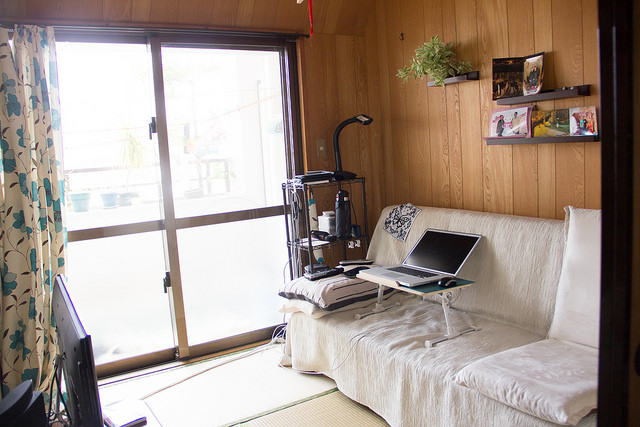 The other tatami room with fold-up couch and TV