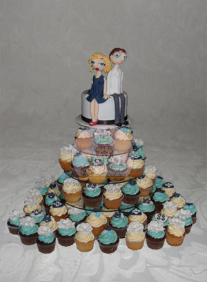 Engagement Topper & Cupcakes