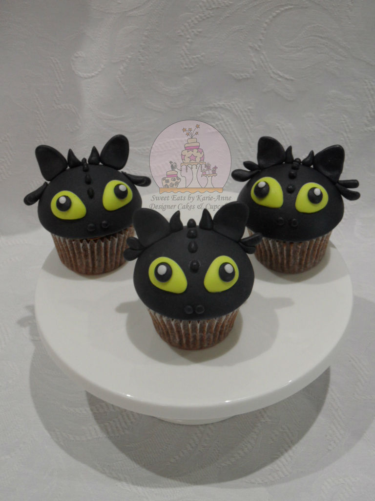 Toothless the Dragon Cupcakes