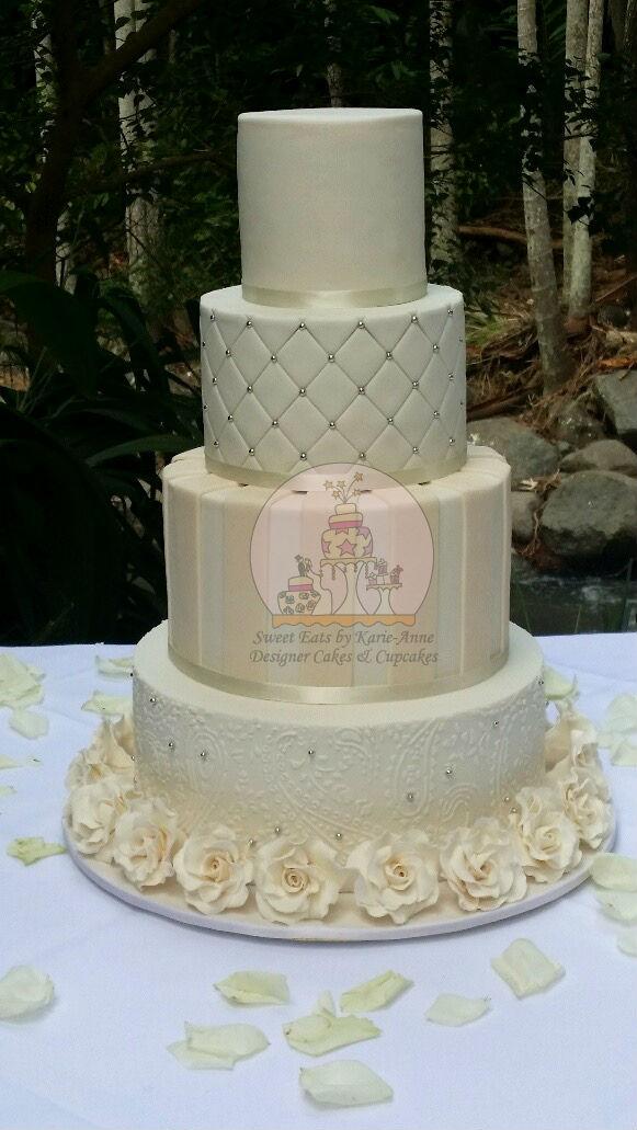 White & Ivory 4 tier Wedding Cake