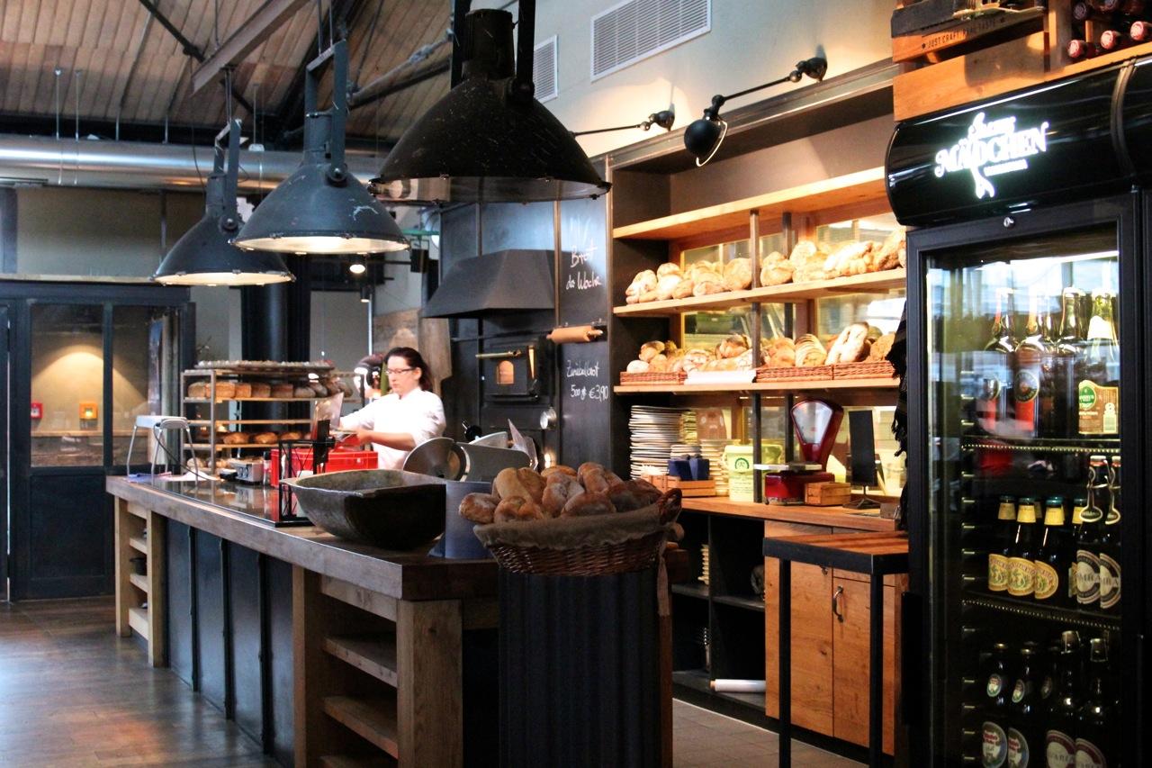 Altes_Mädchen_Küche_susies-local-food.jpg