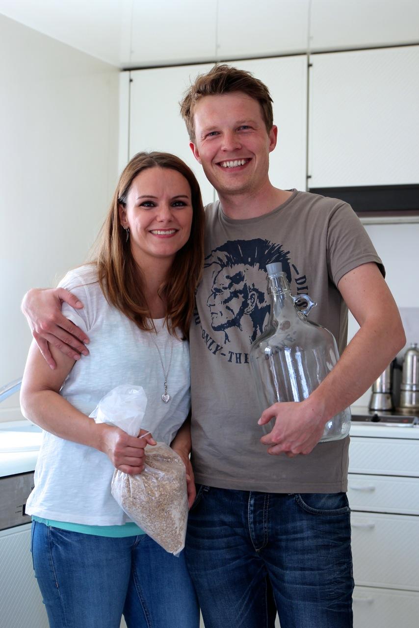 """BESSERBRAUER - Die """"Besserbrauer"""" revolutionieren die Bier-Herstellung – ihre Box enthält die nötigen Gerätschaften und Zutaten um Bier zu machen. In der eigenen Küche. """"Liebling, ich habe die Brauerei geschrumpft..."""""""