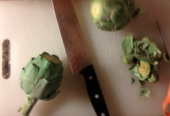 The necessary tools (knife + scissors) to prep the artichoke. Prepping takes almost as much time as cooking.