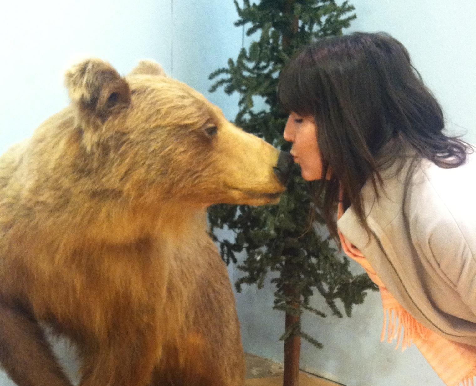 bearkisses.JPG