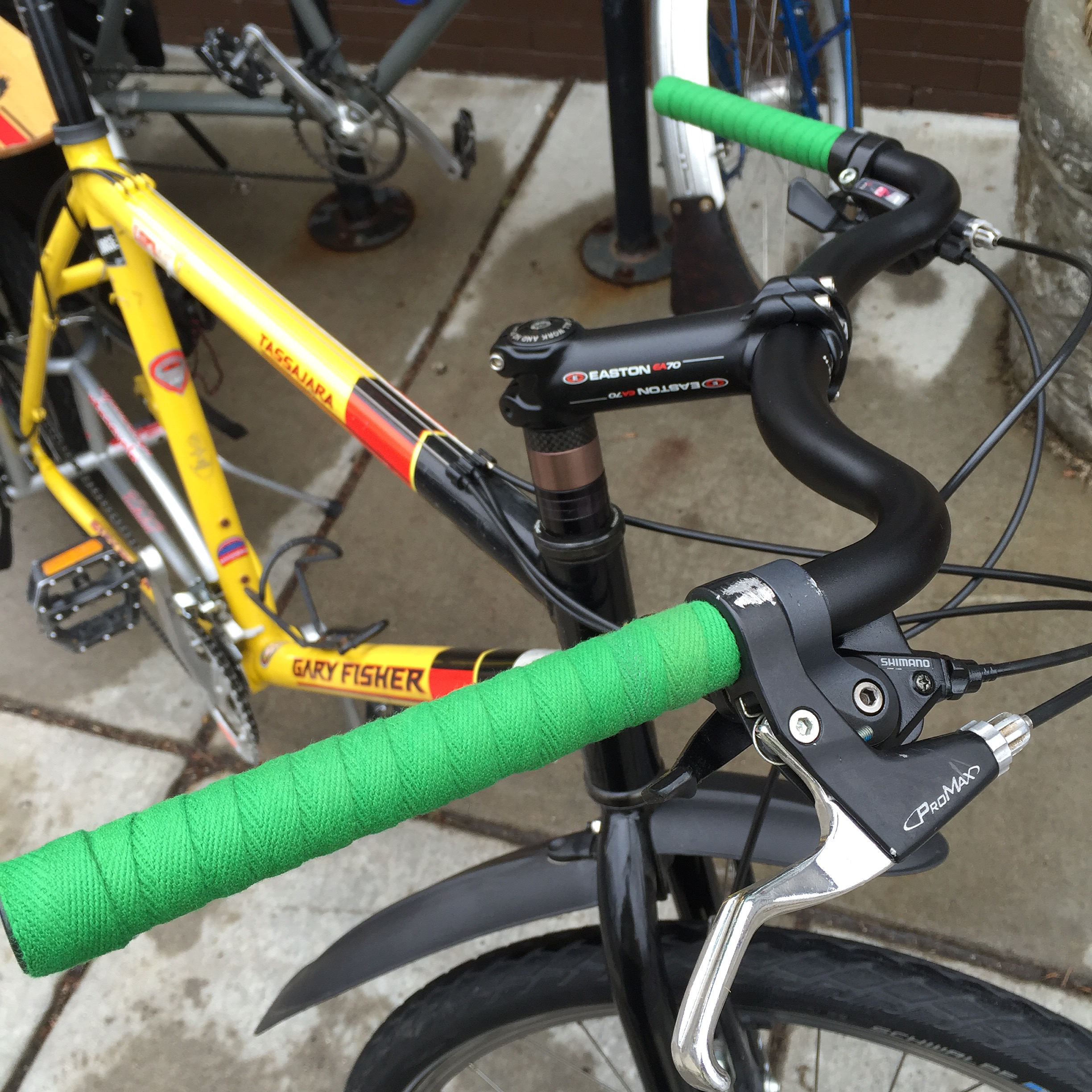 Jeff Jones' handlebars, new stem, and Newbaum's Grass Green cotton bar tape.