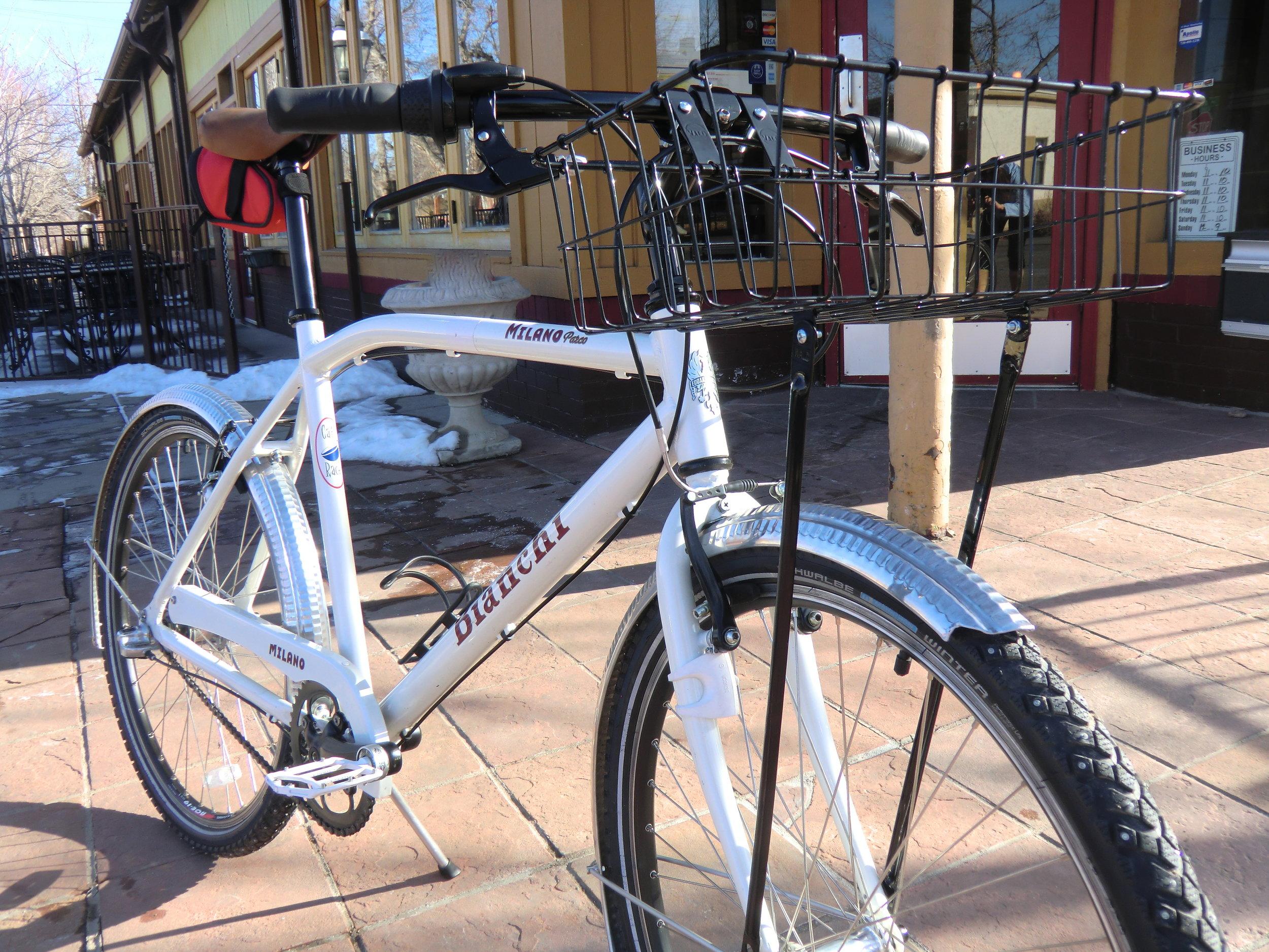 schwalbe studded tires, platform pedals, Honjo dimpled fenders.