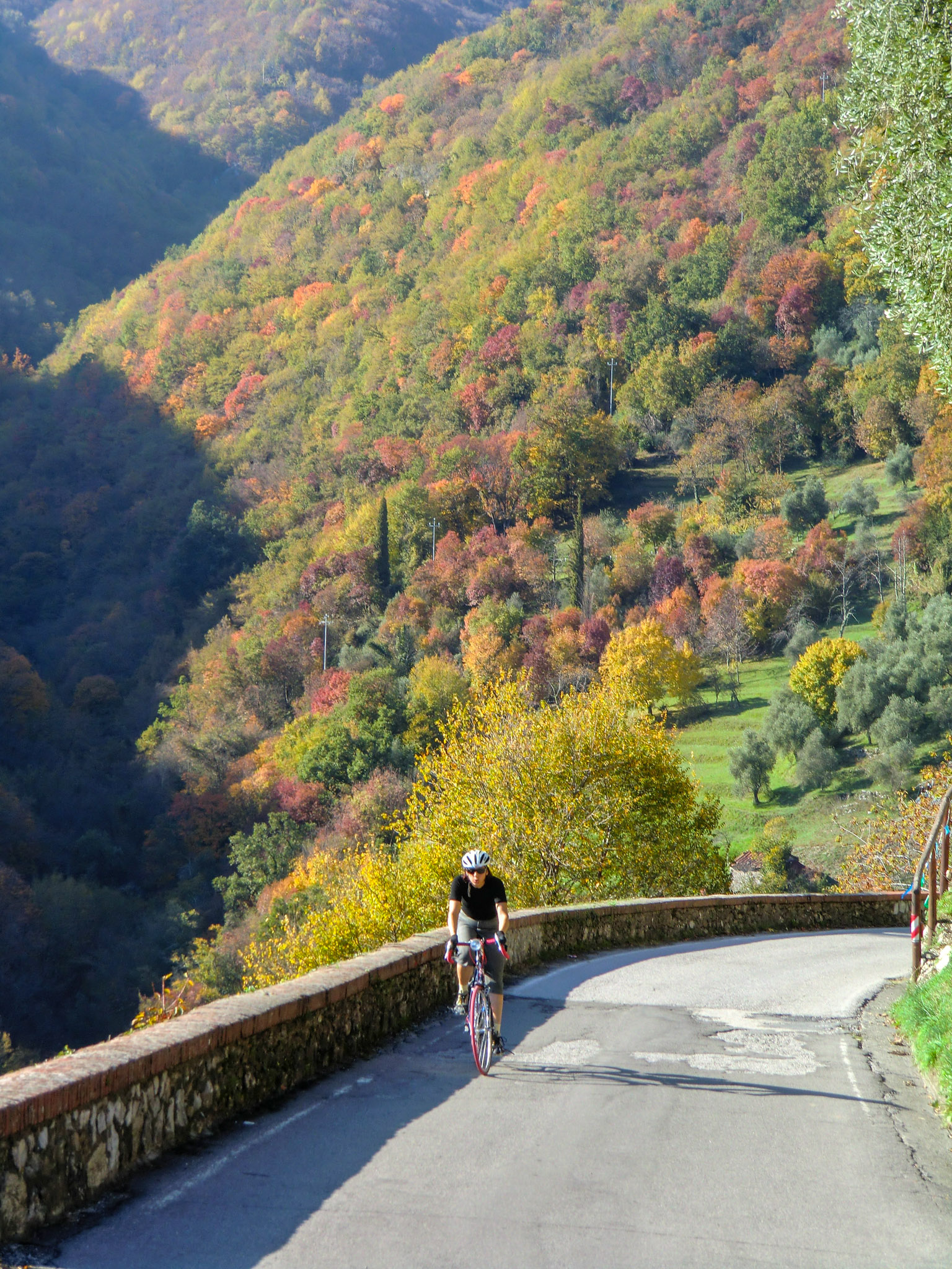 Slow ascent in Tuscan hills