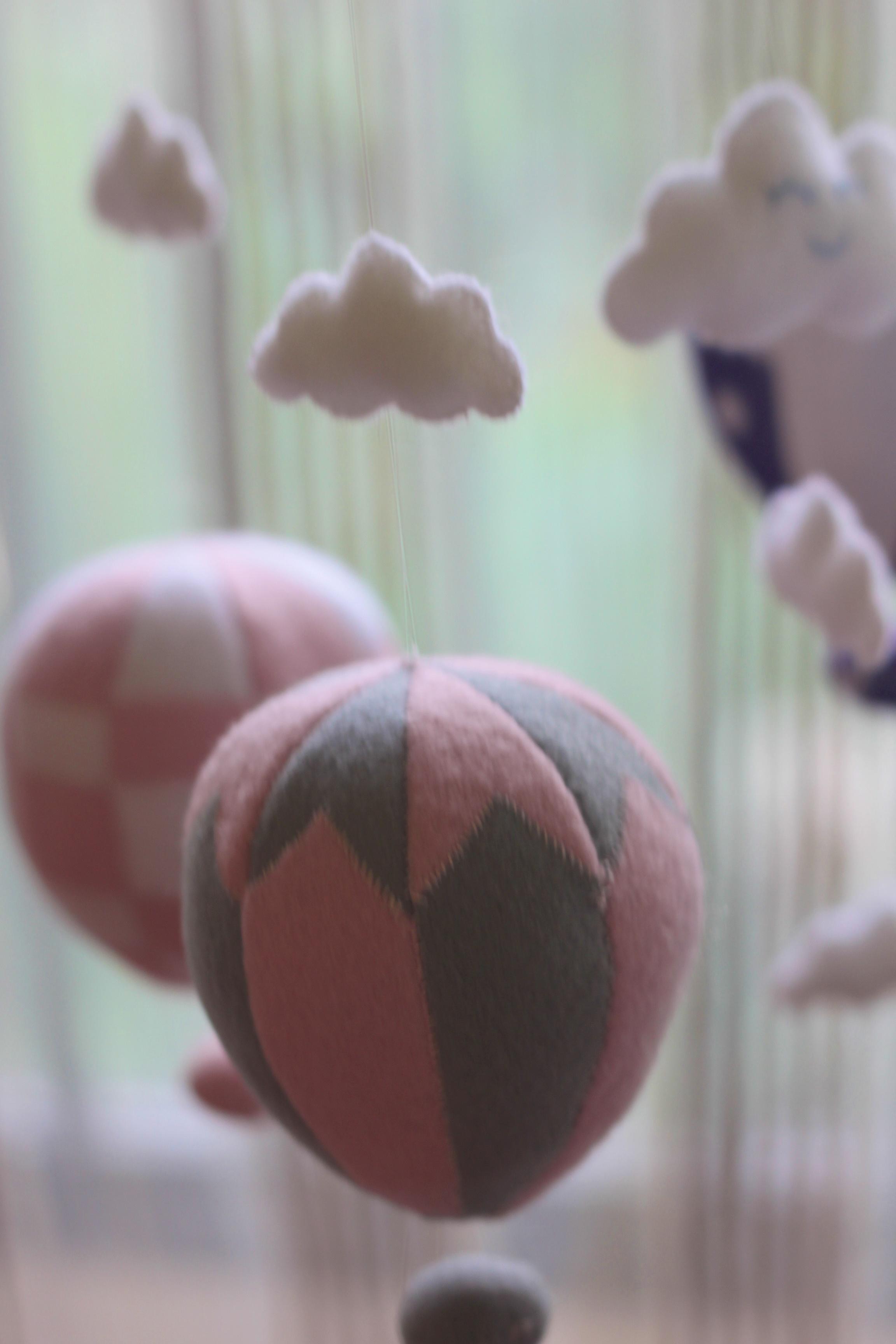 hot air balloon mobile.jpg