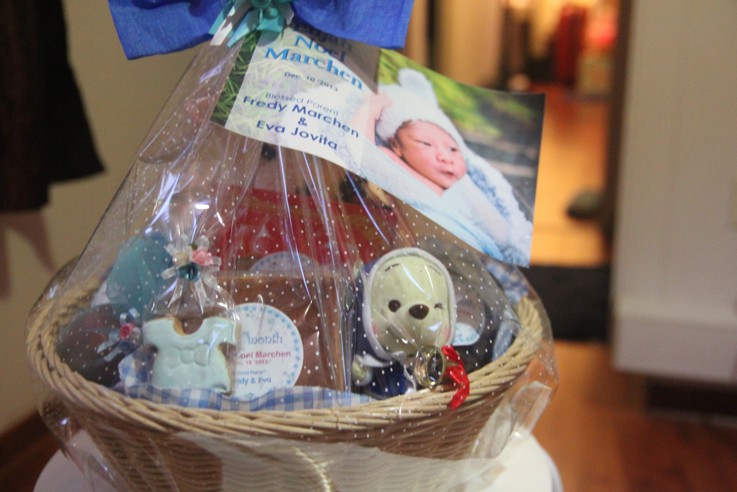 We were making baby hampers for Baby E's full month celebration and delivering them to family and friends.