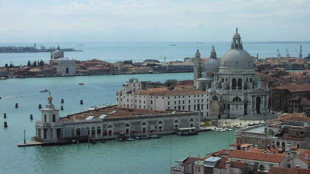 Venezia-punta_della_dogana-620x348.jpg