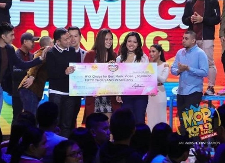 Air Jimenez, Marketing '18 and Princess Asuncion, Film '18 accept the MYX Choice award for Best Music Video at the #HimigHandog2017atASAP.    Photo from @jasondyinternational on Instagram.