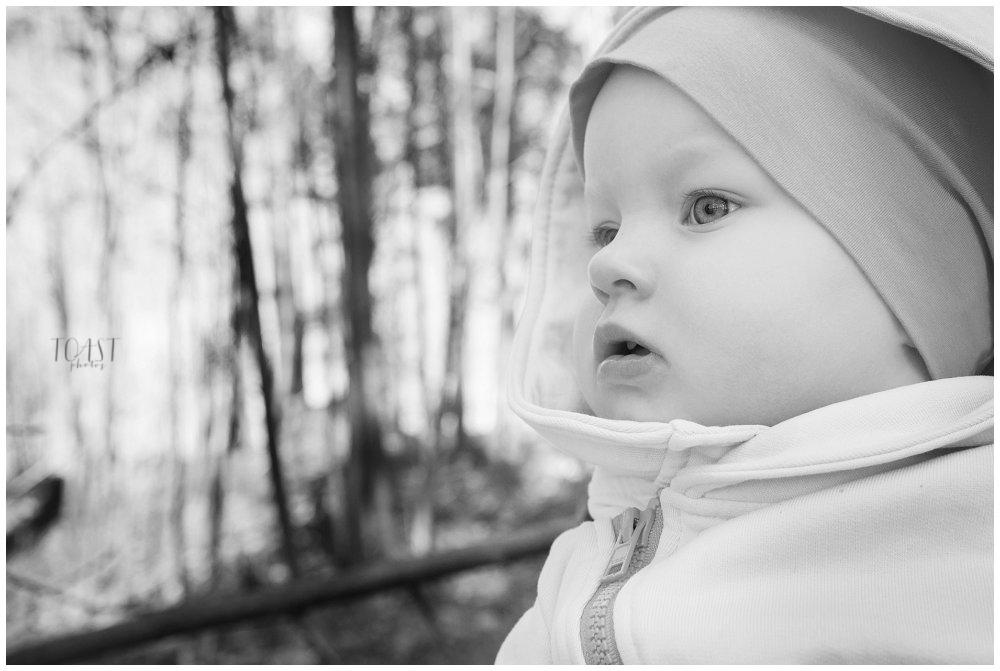 Lapsikuvaus-keväisessä-metsässä