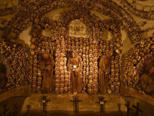 crypt-elaborate_2947_600x450.jpg