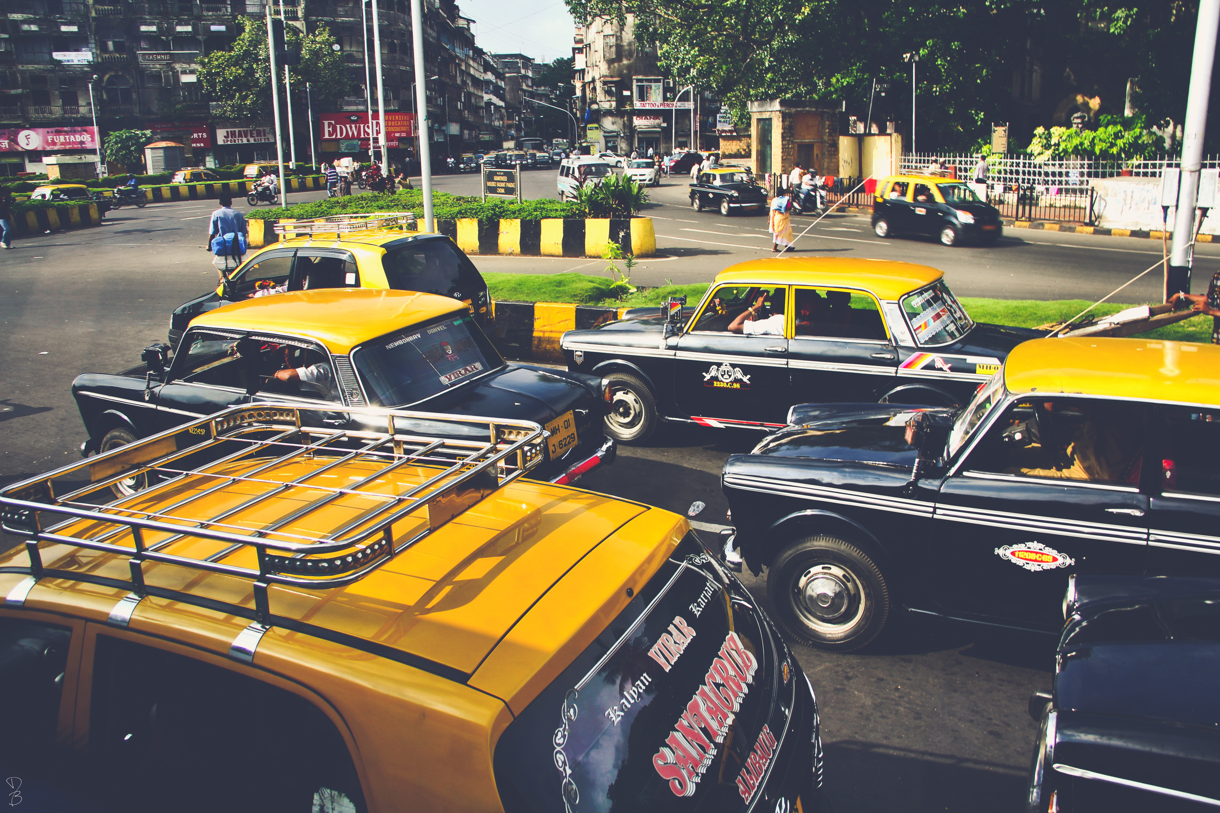 taxis in mumbai.jpg