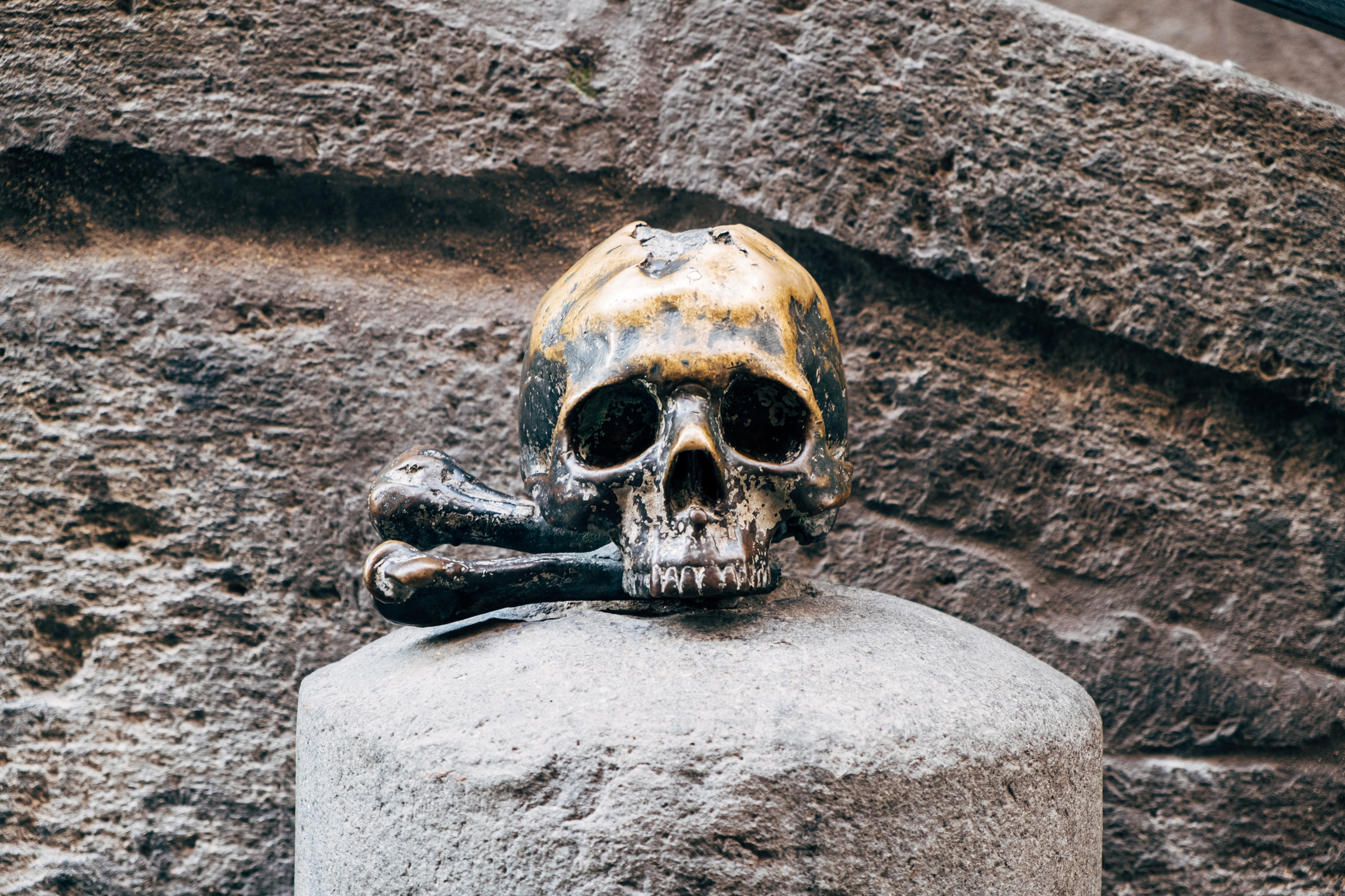 A bronze skull marking the entrance to the church of the Souls in Purgatory