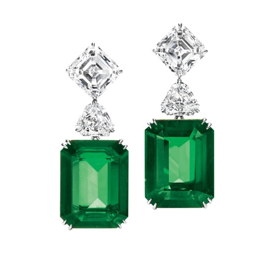 Harry Winston earrings in emerald, platinum, and diamond.