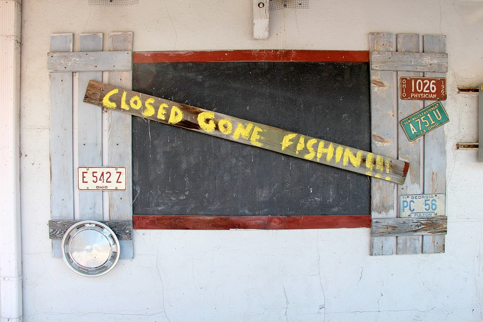 Closed-Gone-Fishing-Fishing-Sign-Shop-Closed-Sign-315859.jpg