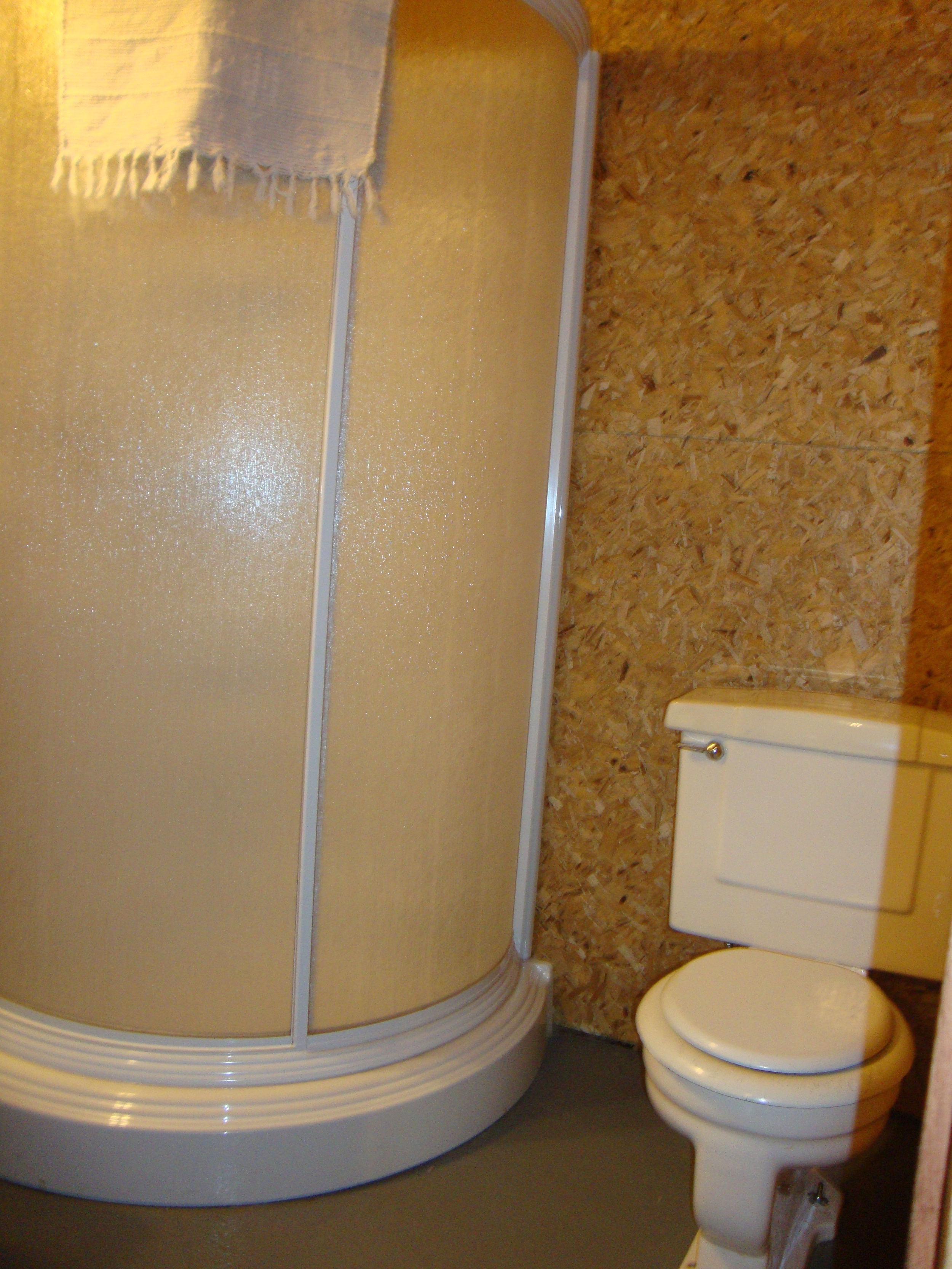 Cabin 8 Bathroom 2.jpg