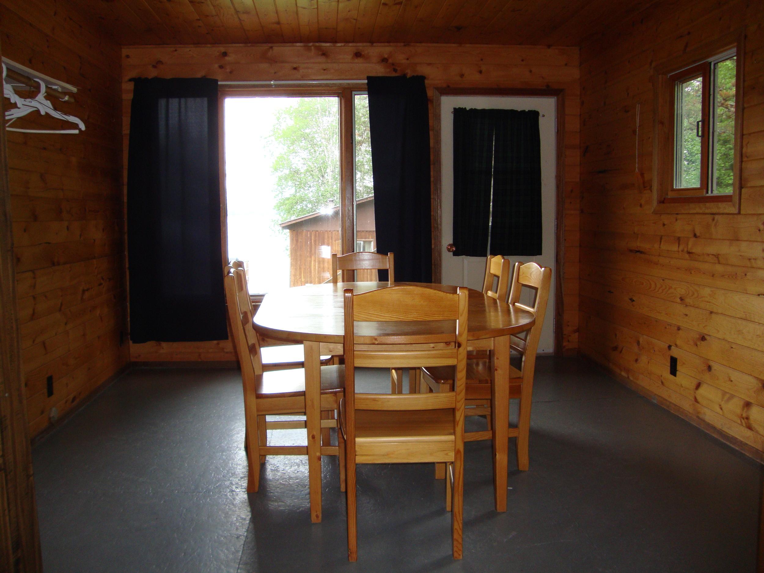 Cabin 8 Eating Area.jpg