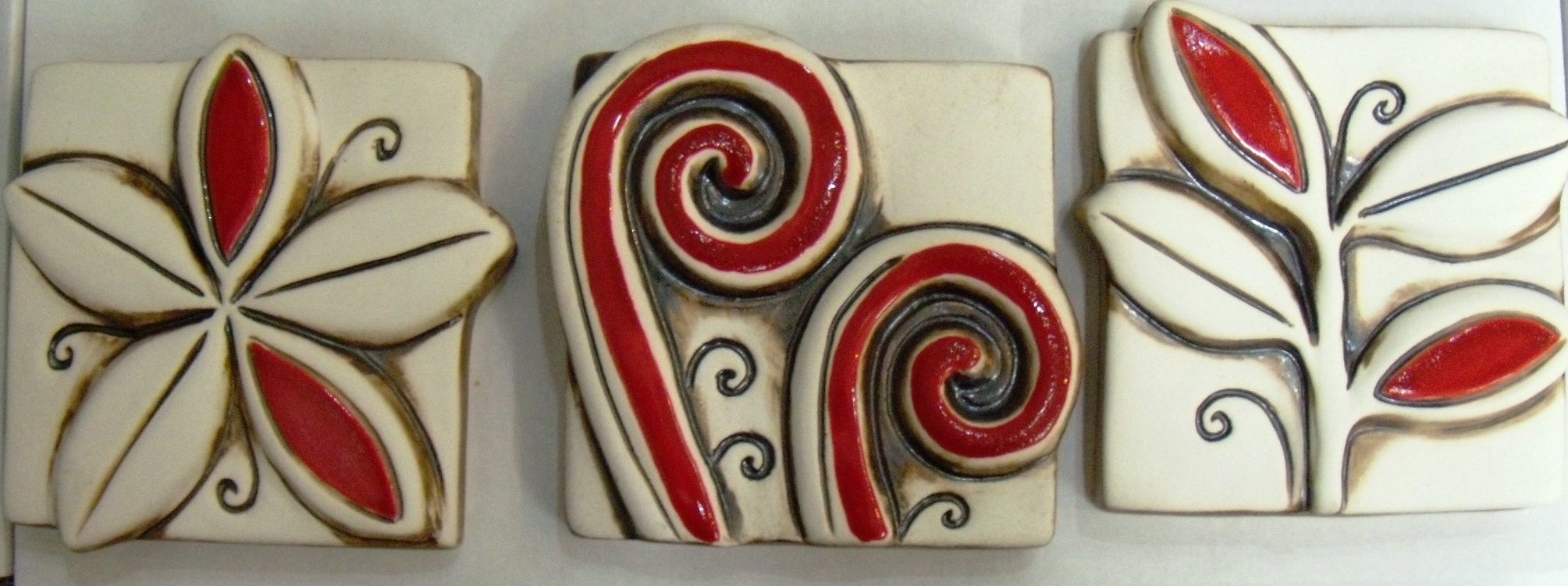 Vibrant N.Z. small $63. 3 tiles depicting Koru, Frangipani and Puriri Leaves Each tile approx 100mm square Comes Boxed