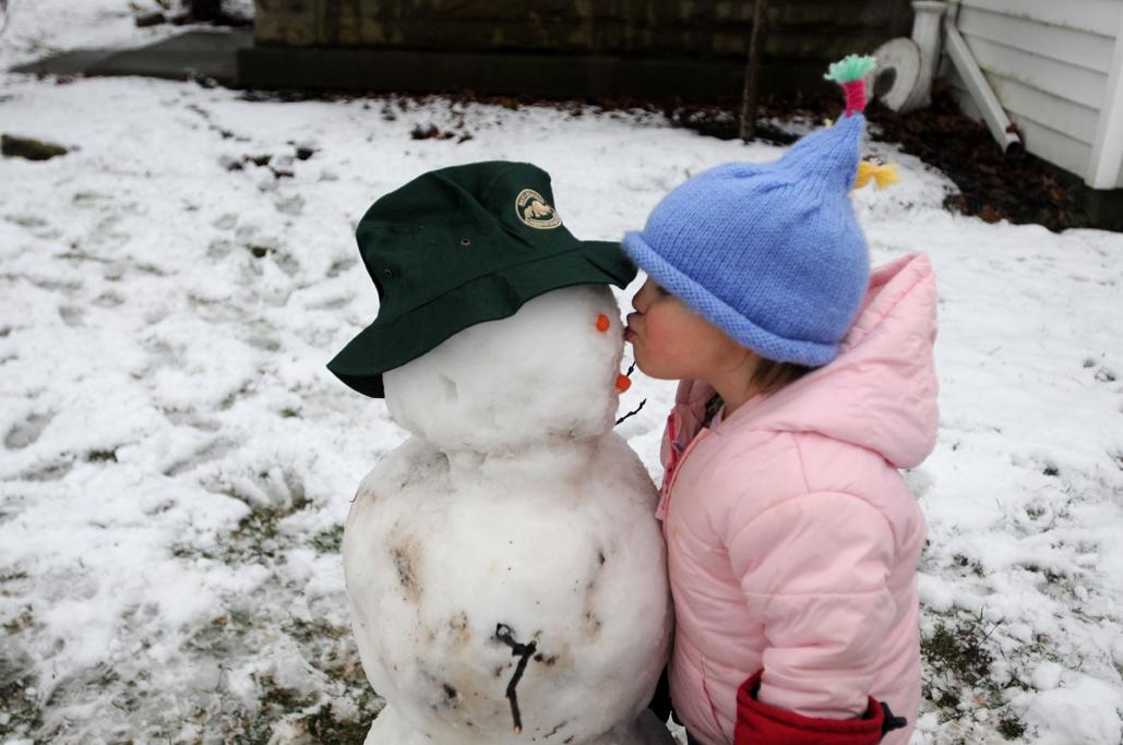 bfp_slgha_snowmankiss.jpg