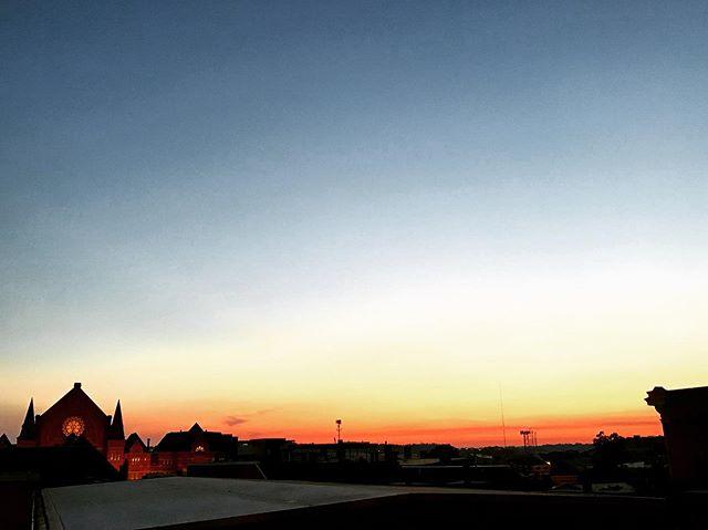Music Hall #cincinnati #cincinnatimusichall #sunset #thisisotr #rooftop