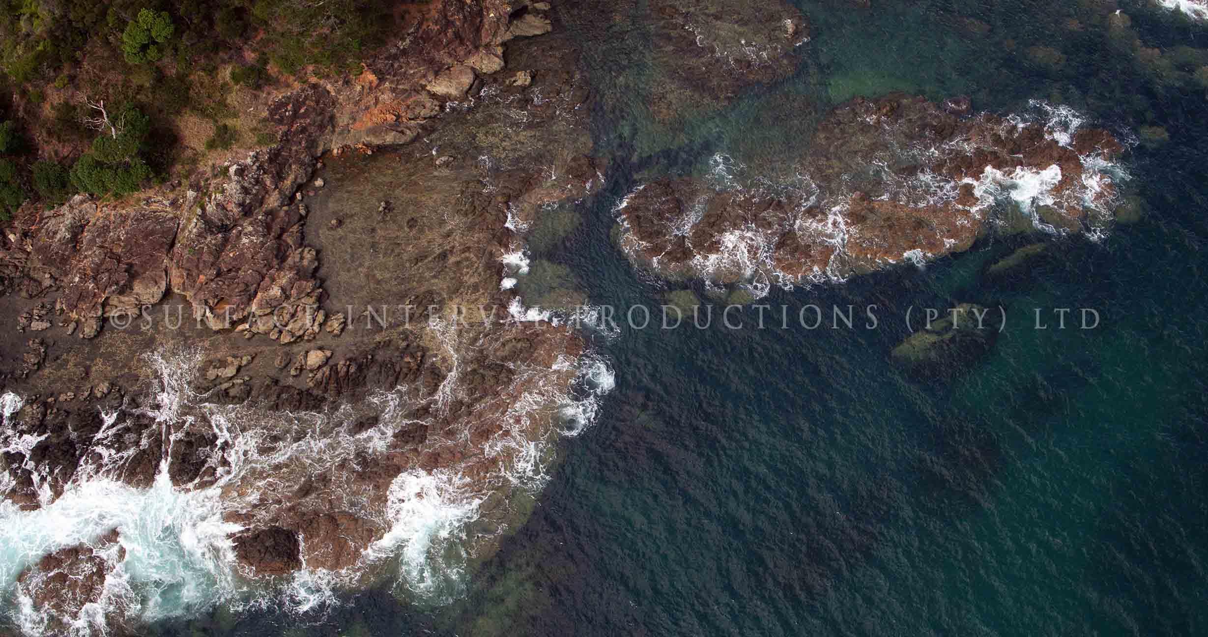 Cable Bay rocks 01.jpg