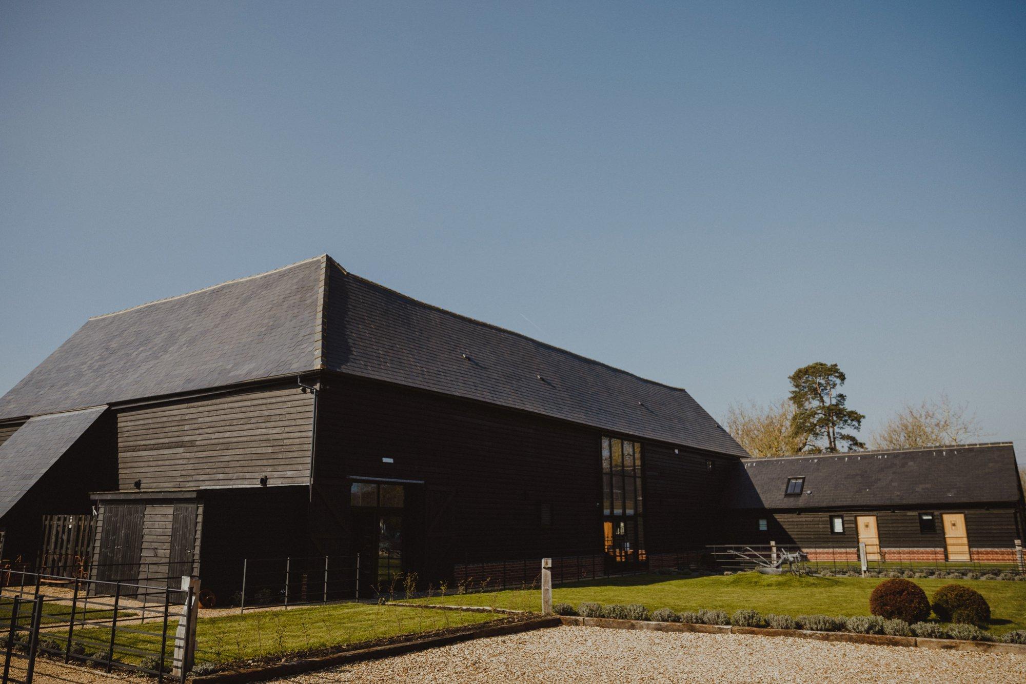 farmhouse-at-redcoats-wedding-hertfordshire_0001.jpg