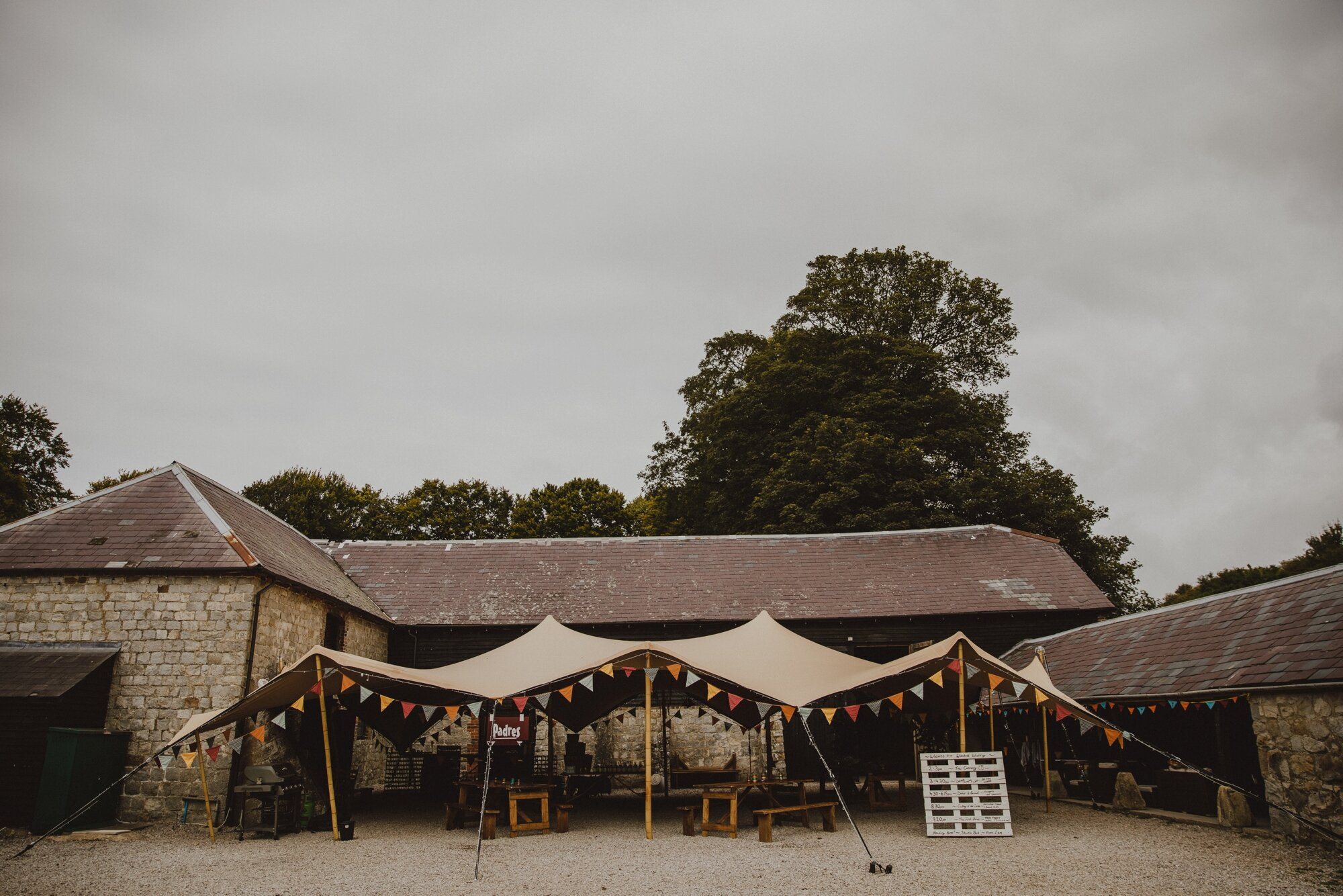 wiltshire-barn-wedding_0002.jpg