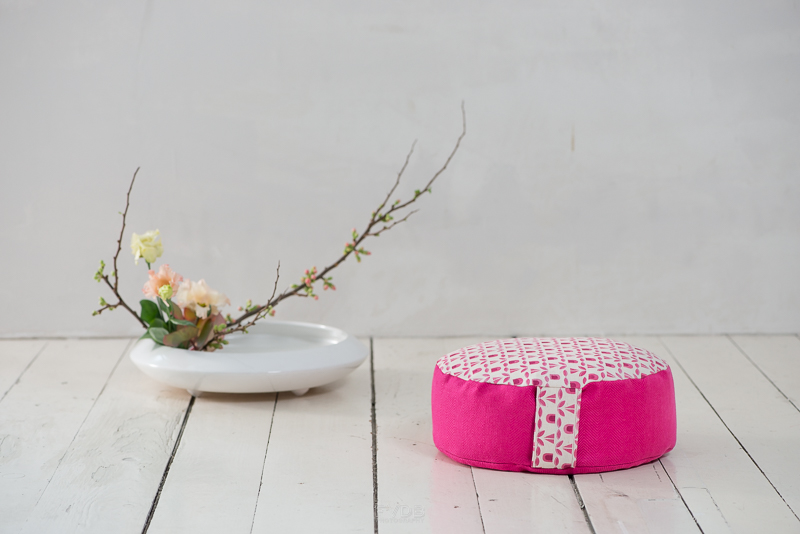 Different Ikebana arrangements were used to match the two different cushion sizes