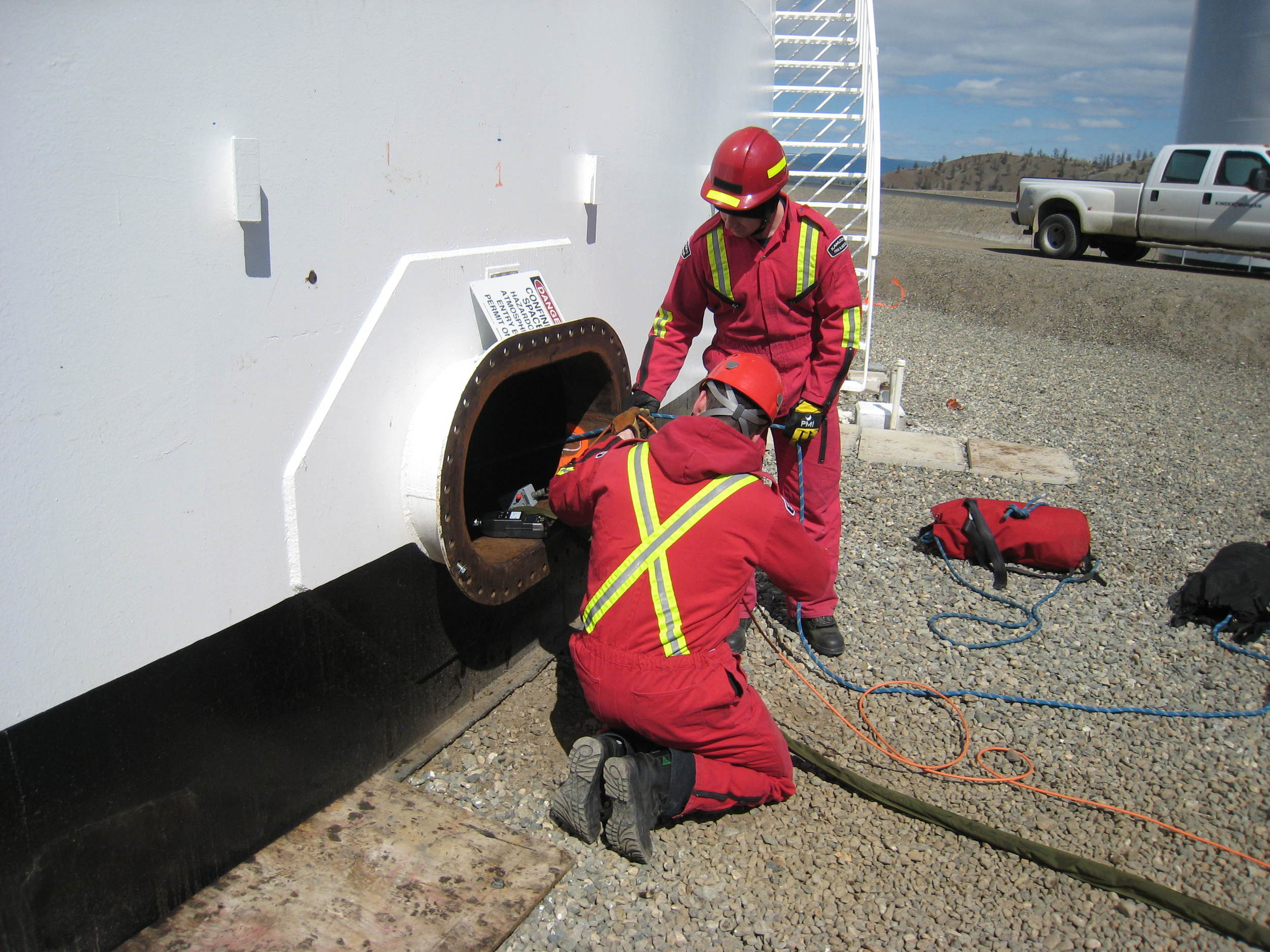 Confined+space+rescue+training+8.jpg