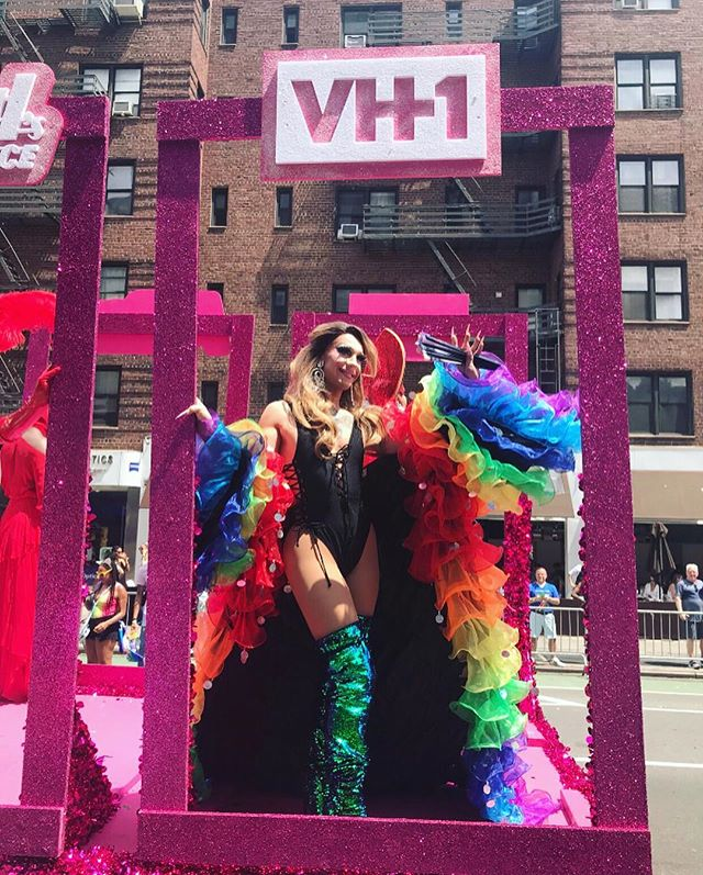 Pride + Drag Race = ❤️🧡💛💚💙💜 Can't wait for the season finale this Thursday! 💫🌈 #rupaulsdragrace #dragrace #pride #nycpride #rpdr #rpdr10 #kameronmichaels #aquaria  #asiaohara #eureka #rpdrfinale #dragqueen #dragqueensofinstagram #rupaul #vh1 #nyc